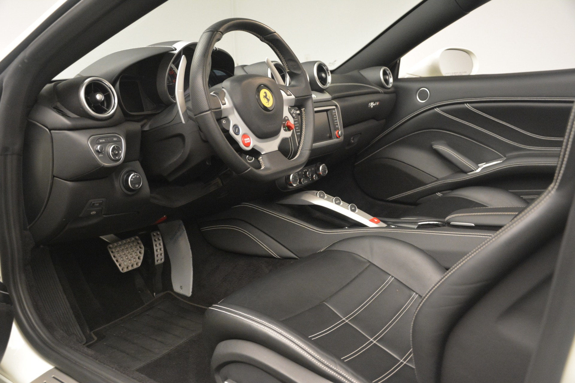 Used 2016 Ferrari California T  For Sale In Greenwich, CT. Alfa Romeo of Greenwich, 4581C 3256_p19