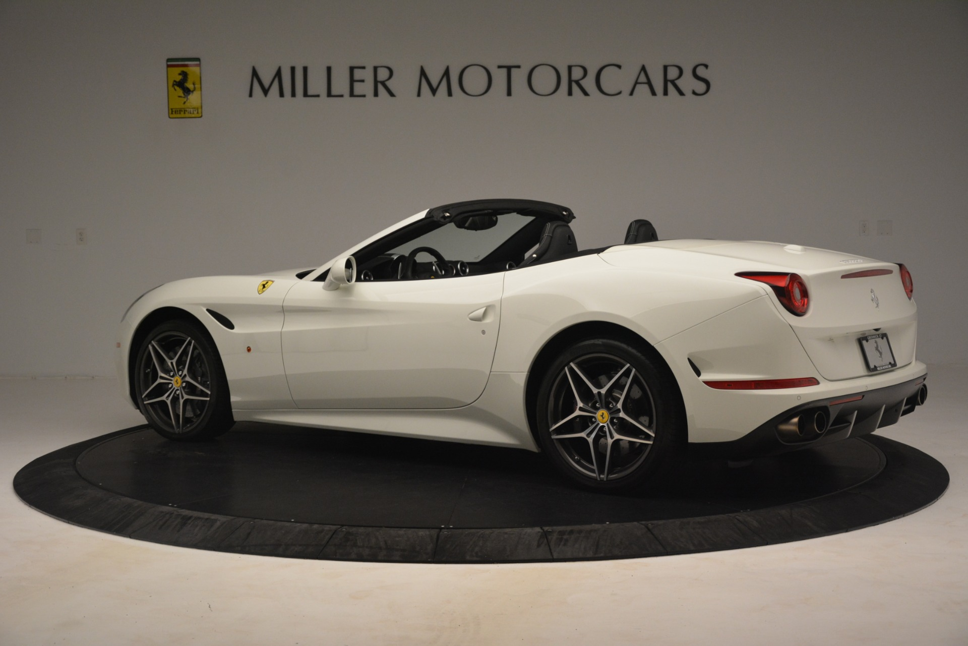 Used 2016 Ferrari California T  For Sale In Greenwich, CT. Alfa Romeo of Greenwich, 4581C 3256_p4