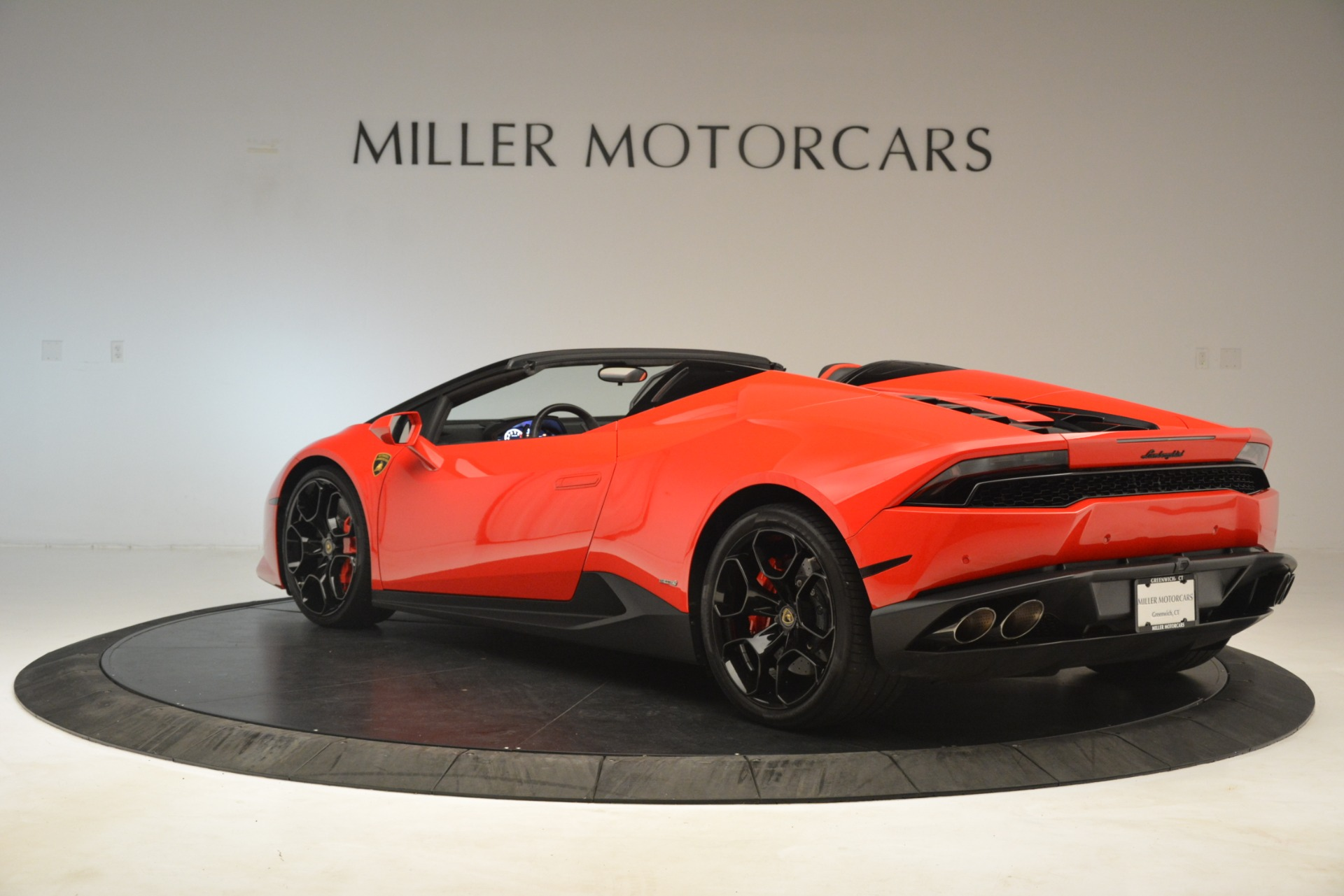 Used 2017 Lamborghini Huracan LP 610-4 Spyder For Sale In Greenwich, CT. Alfa Romeo of Greenwich, 7597 3270_p3