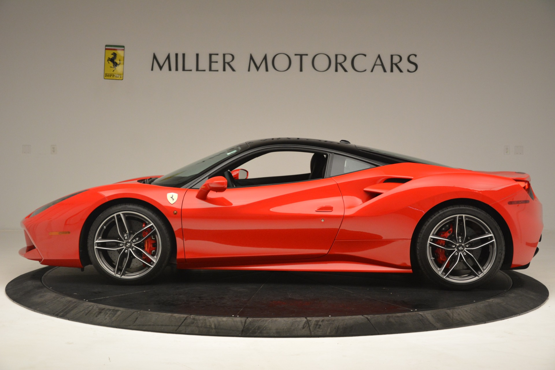 Used 2018 Ferrari 488 GTB  For Sale In Greenwich, CT. Alfa Romeo of Greenwich, F1995A 3288_p3