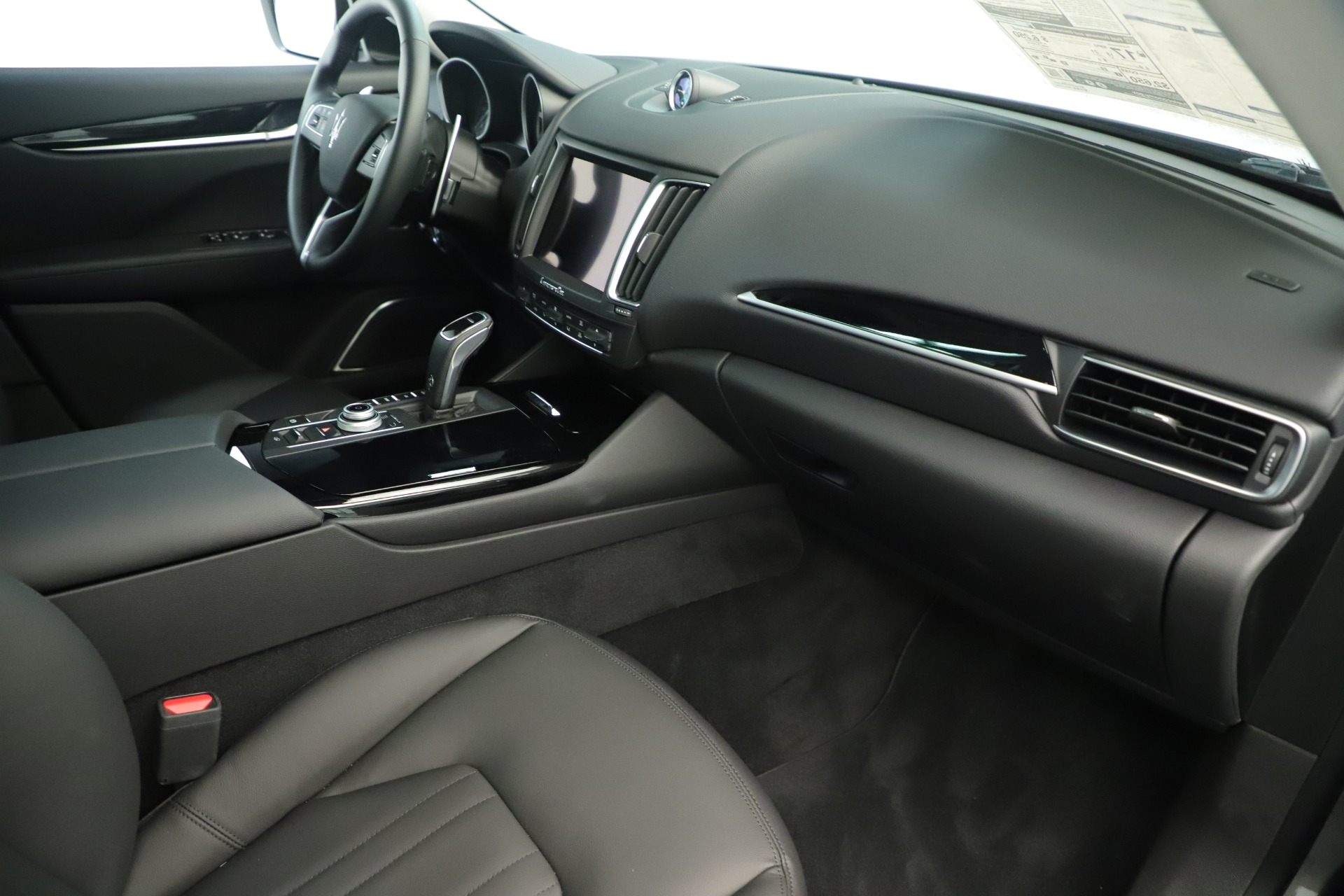 New 2019 Maserati Levante Q4 Nerissimo For Sale In Greenwich, CT. Alfa Romeo of Greenwich, M2320 3290_p22