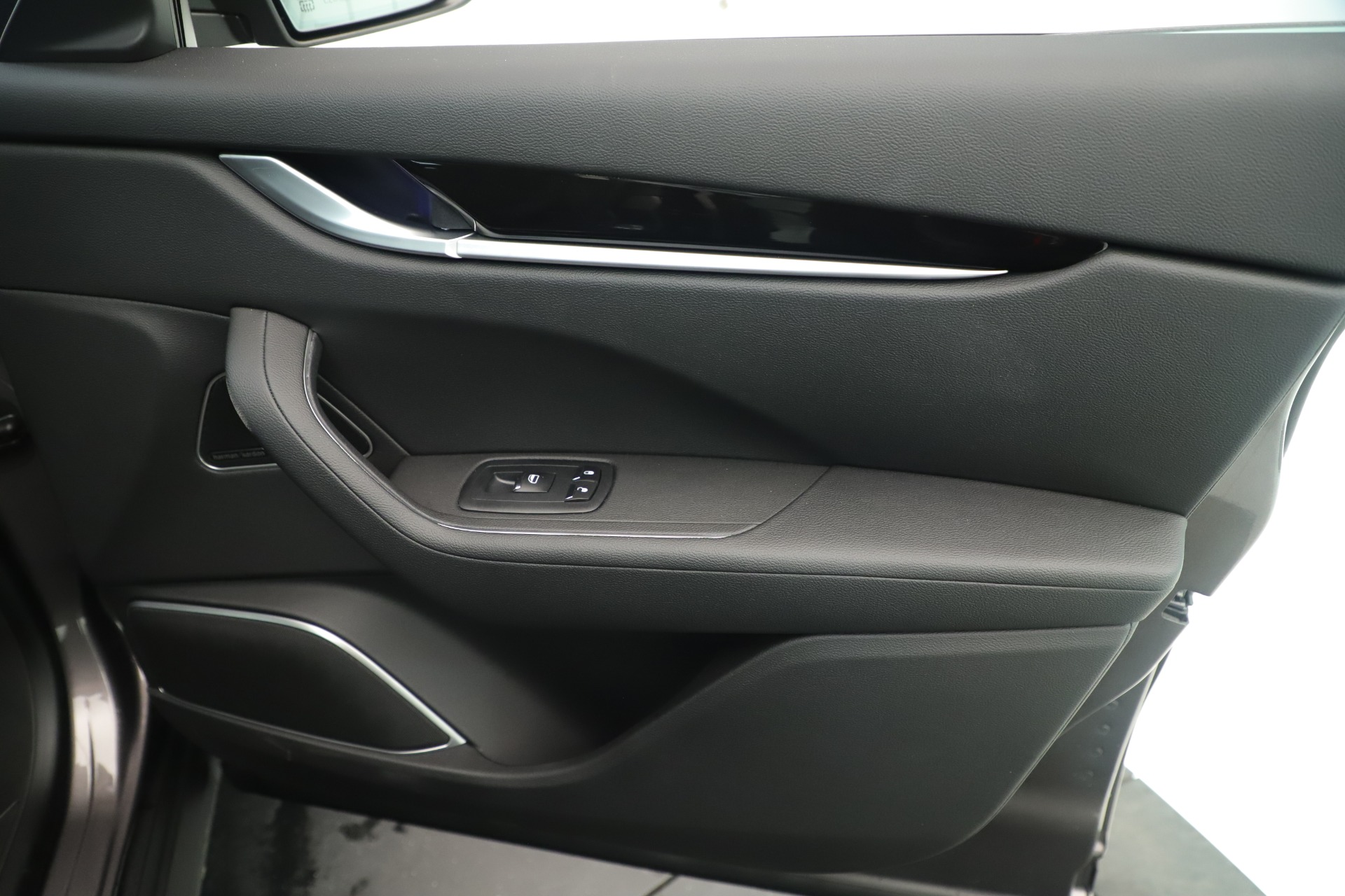 New 2019 Maserati Levante Q4 Nerissimo For Sale In Greenwich, CT. Alfa Romeo of Greenwich, M2320 3290_p25