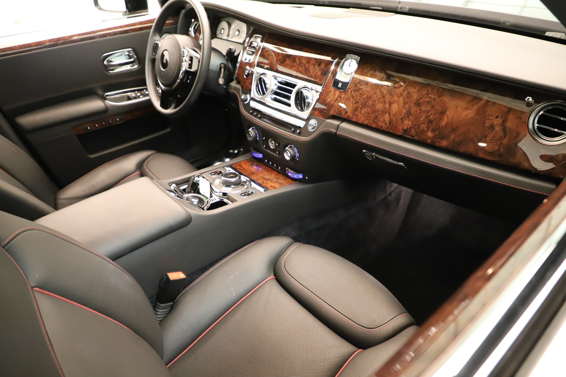 Used 2016 Rolls-Royce Ghost  For Sale In Greenwich, CT. Alfa Romeo of Greenwich, 7600 3298_p16