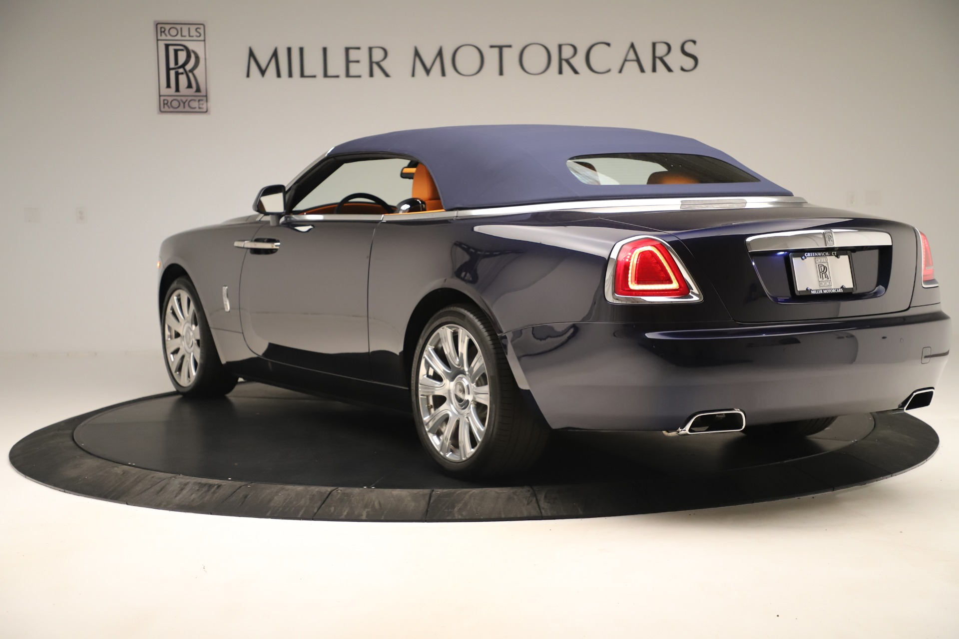 Used 2016 Rolls-Royce Dawn  For Sale In Greenwich, CT. Alfa Romeo of Greenwich, 7601 3299_p11