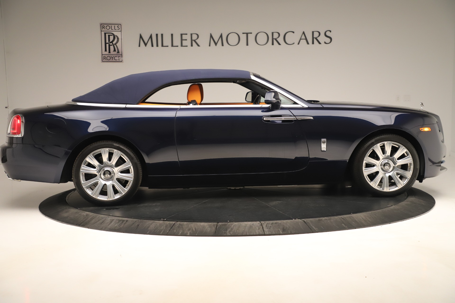 Used 2016 Rolls-Royce Dawn  For Sale In Greenwich, CT. Alfa Romeo of Greenwich, 7601 3299_p14