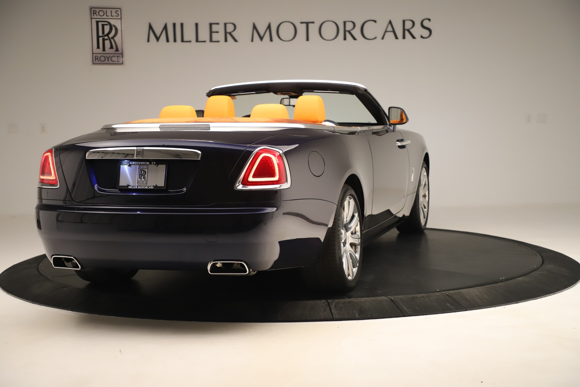 Used 2016 Rolls-Royce Dawn  For Sale In Greenwich, CT. Alfa Romeo of Greenwich, 7601 3299_p6