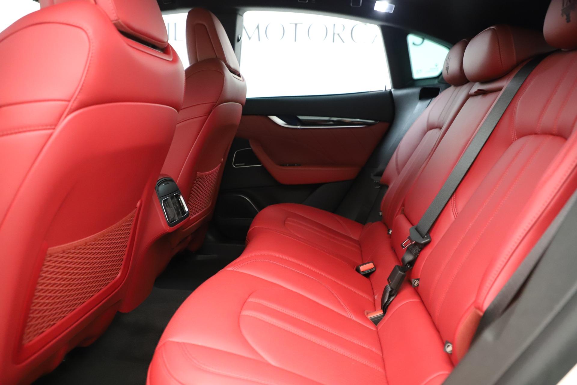 New 2019 Maserati Levante Q4 GranSport Nerissimo For Sale In Greenwich, CT. Alfa Romeo of Greenwich, M2323 3300_p19