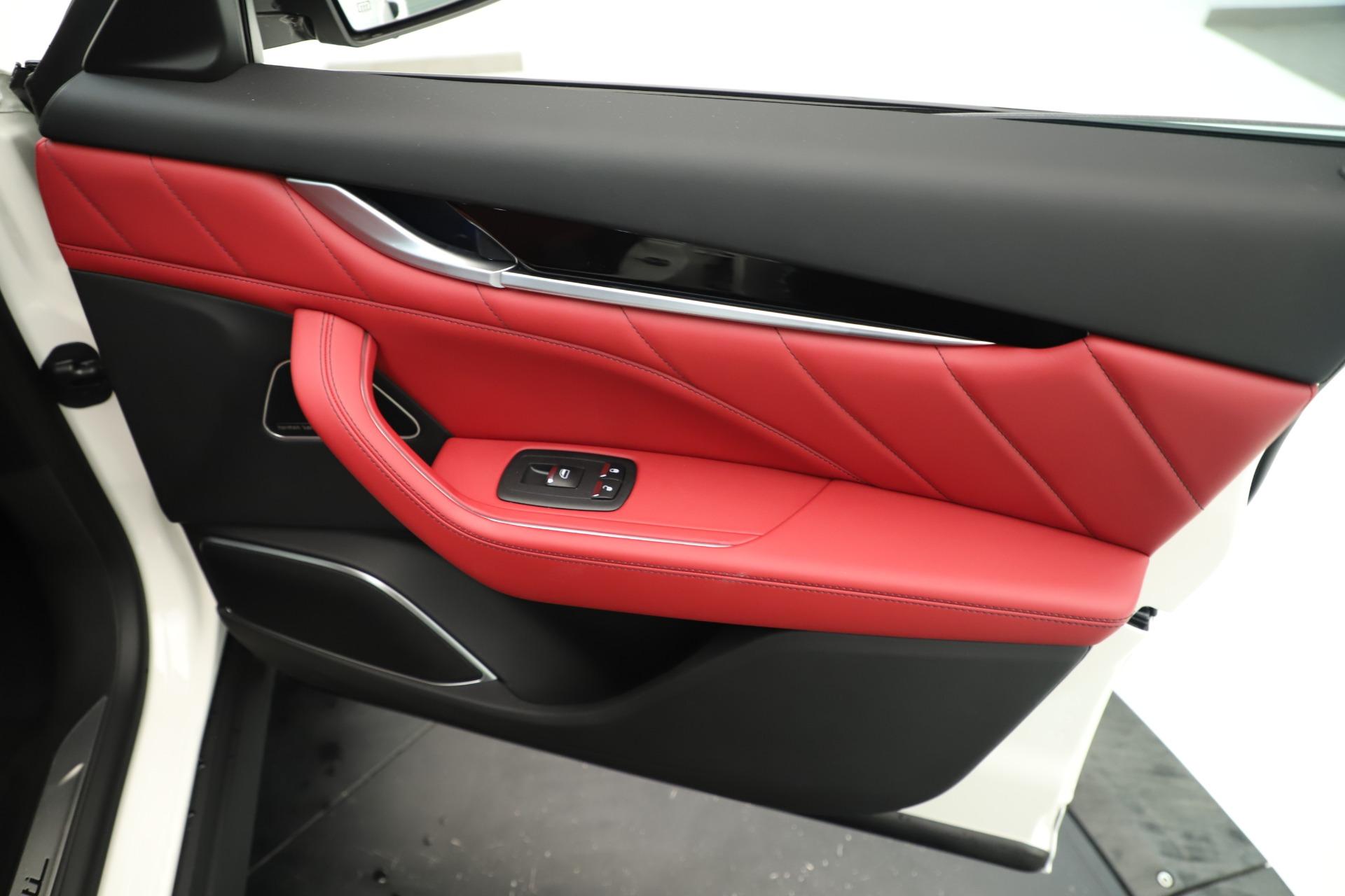 New 2019 Maserati Levante Q4 GranSport Nerissimo For Sale In Greenwich, CT. Alfa Romeo of Greenwich, M2323 3300_p25