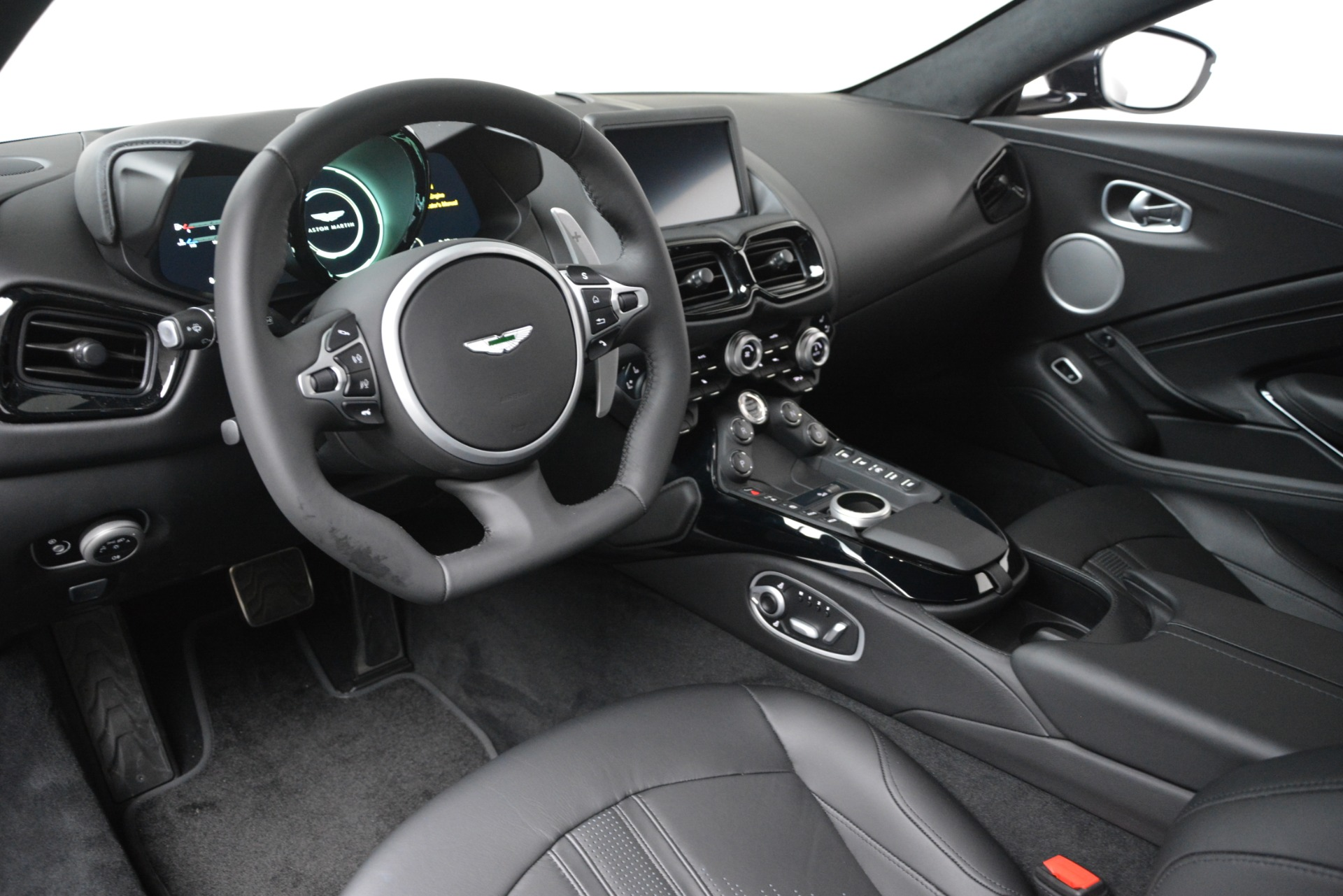 New 2019 Aston Martin Vantage Coupe For Sale In Greenwich, CT. Alfa Romeo of Greenwich, A1363 3307_p14