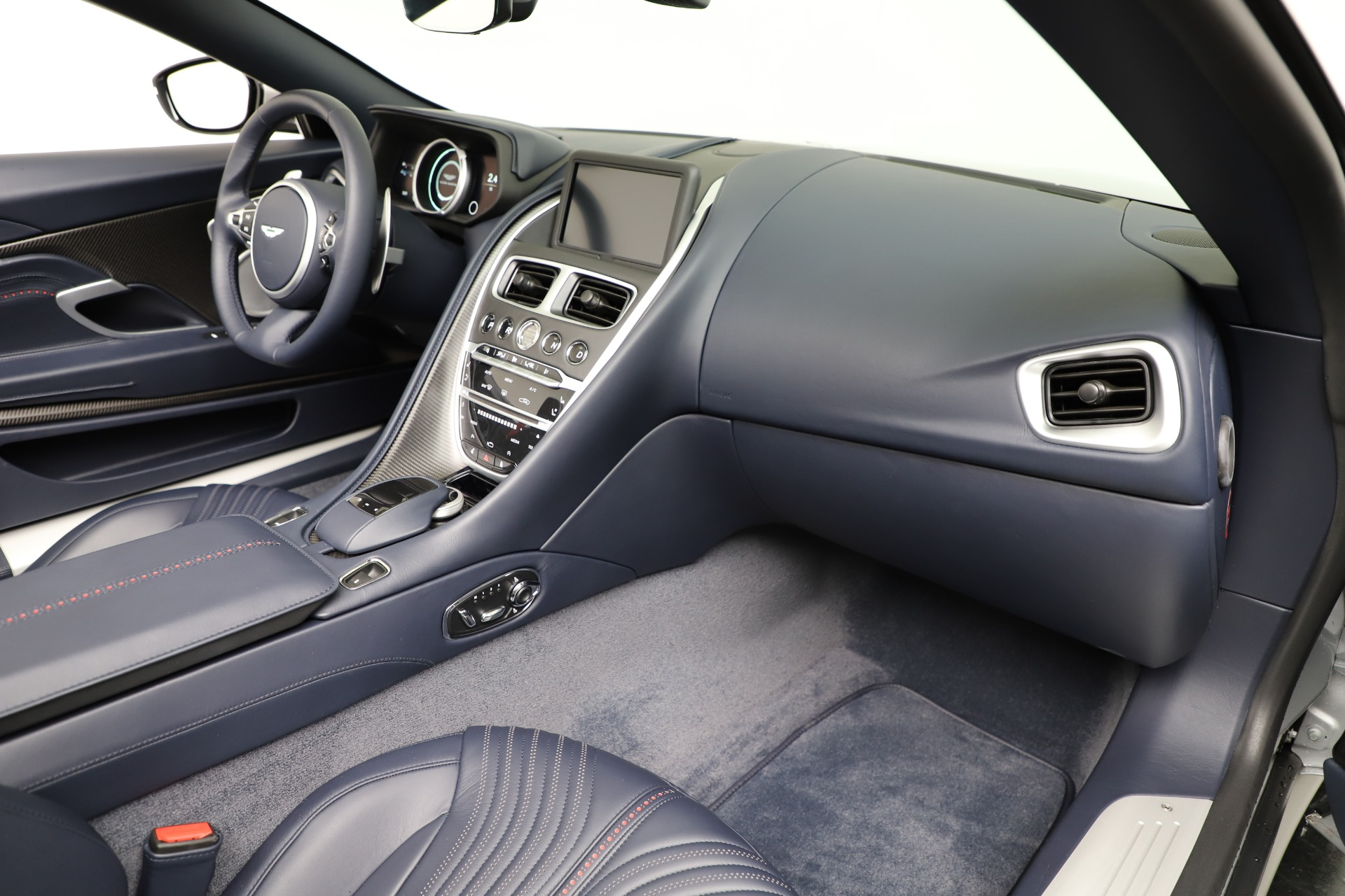 New 2019 Aston Martin DB11 V8 Convertible For Sale In Greenwich, CT. Alfa Romeo of Greenwich, A1371 3316_p25