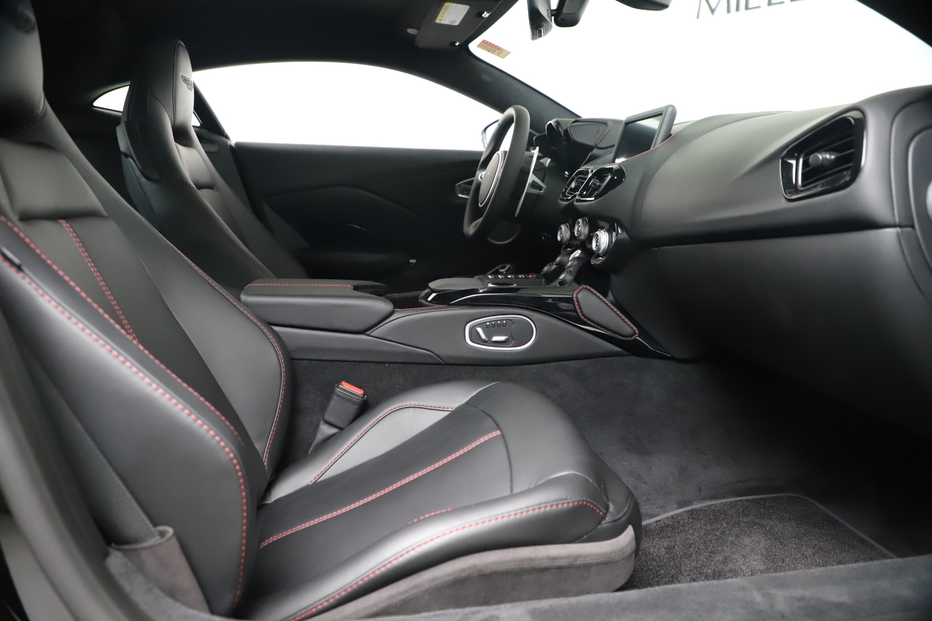 Used 2020 Aston Martin Vantage Coupe For Sale In Greenwich, CT. Alfa Romeo of Greenwich, A1388B 3340_p18