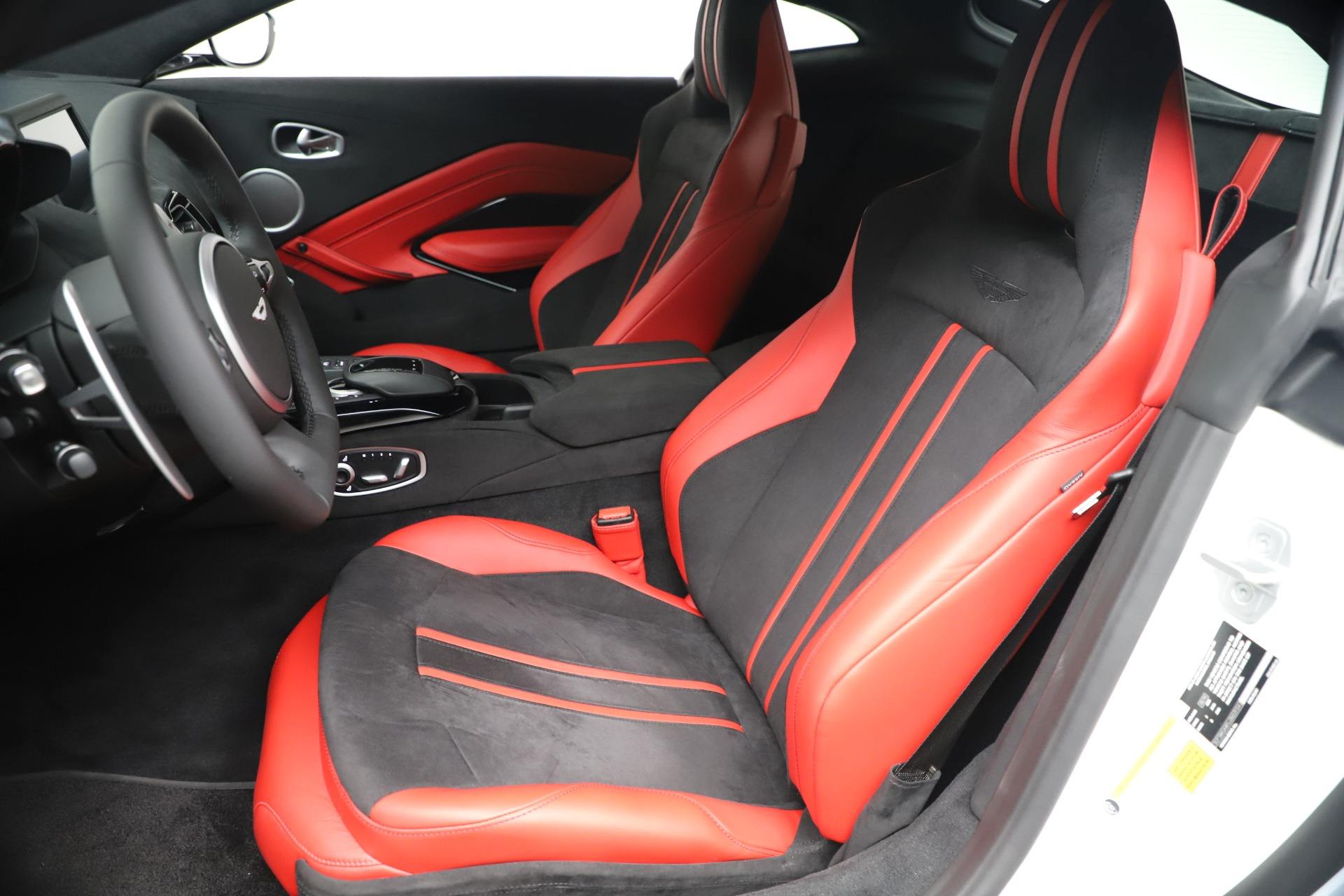 New 2020 Aston Martin Vantage Coupe For Sale In Greenwich, CT. Alfa Romeo of Greenwich, A1389 3342_p15