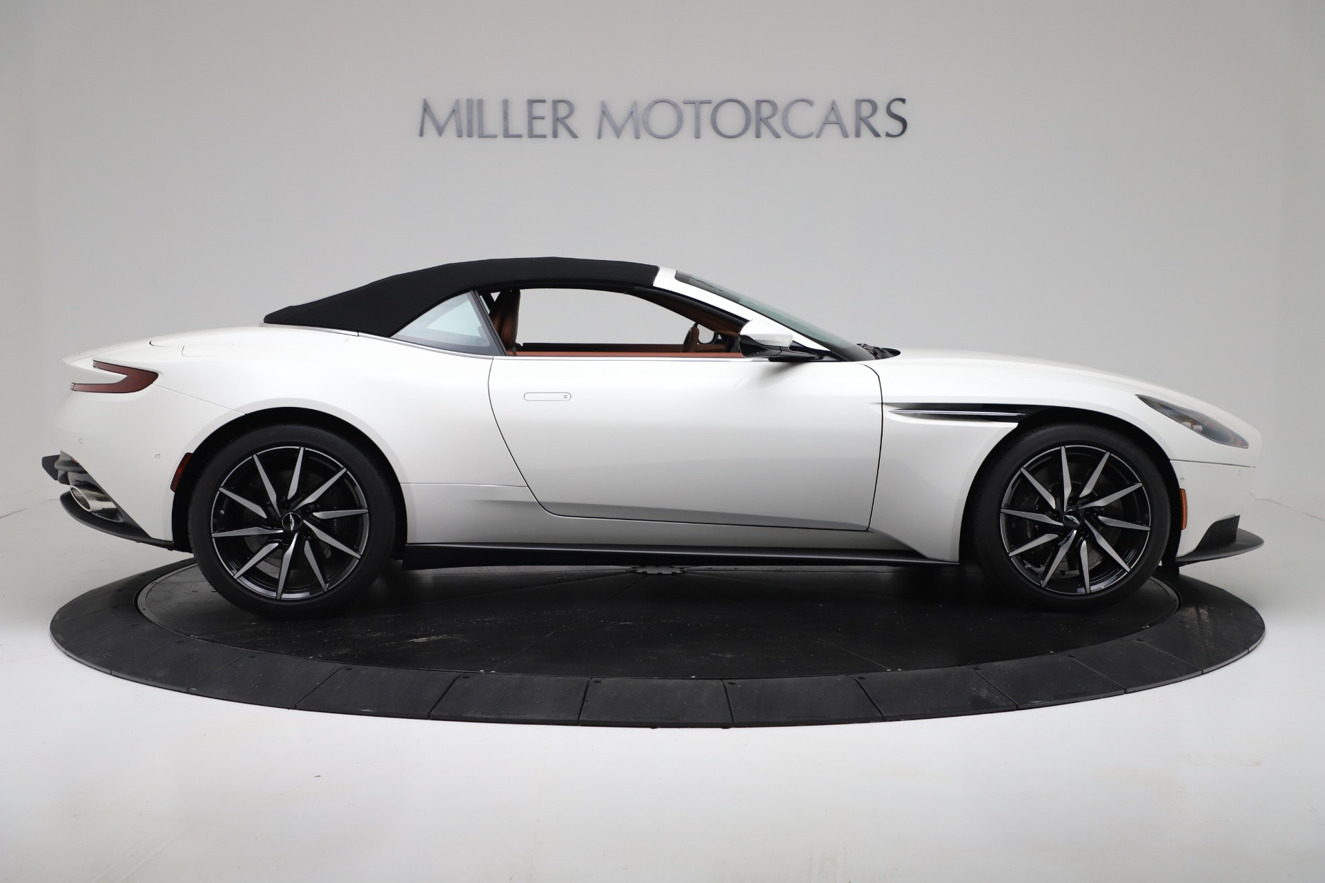 New 2019 Aston Martin DB11 V8 For Sale In Greenwich, CT. Alfa Romeo of Greenwich, A1391 3344_p17