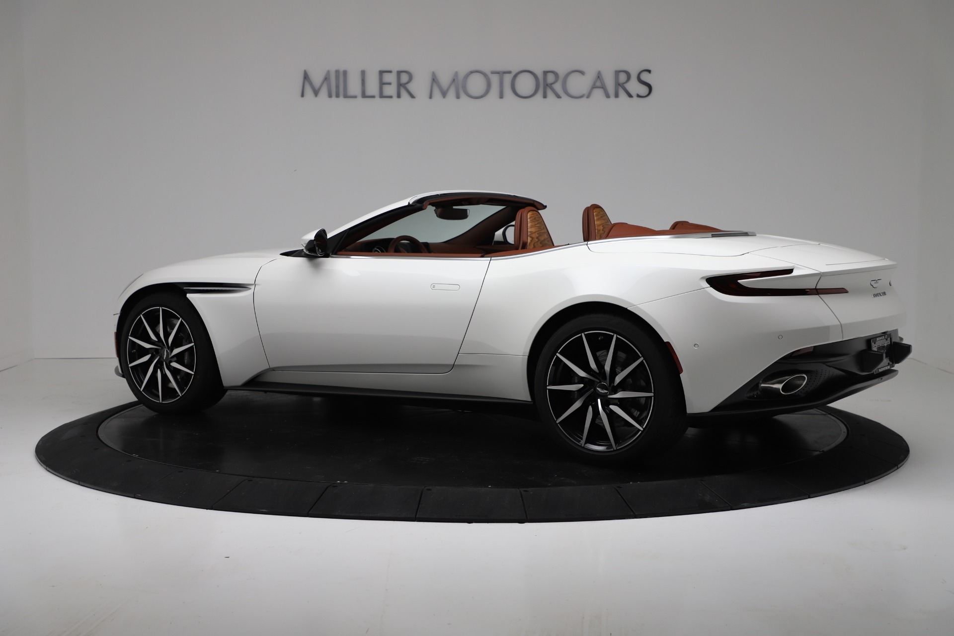 New 2019 Aston Martin DB11 V8 For Sale In Greenwich, CT. Alfa Romeo of Greenwich, A1391 3344_p4