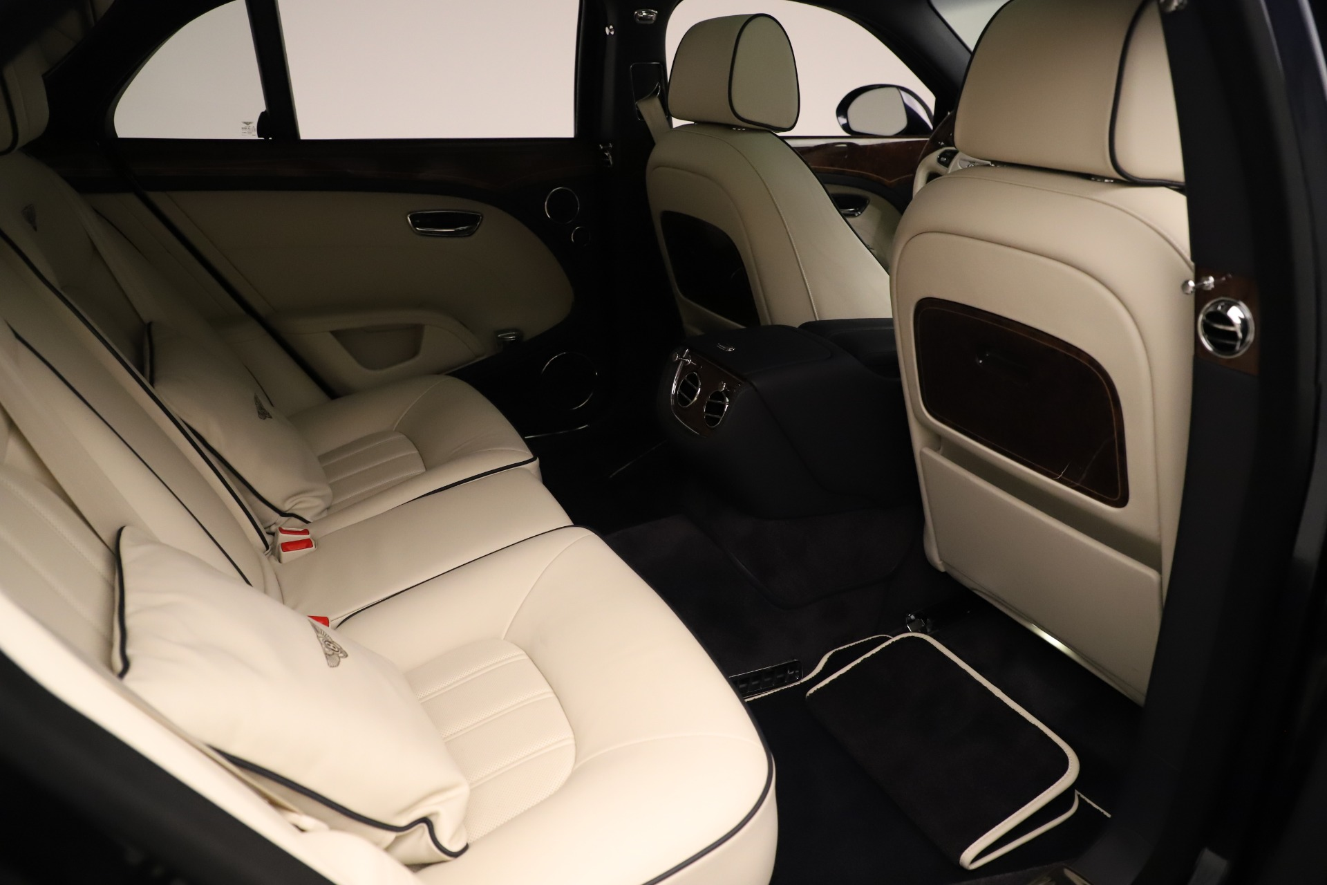Used 2016 Bentley Mulsanne  For Sale In Greenwich, CT. Alfa Romeo of Greenwich, 7627 3358_p28