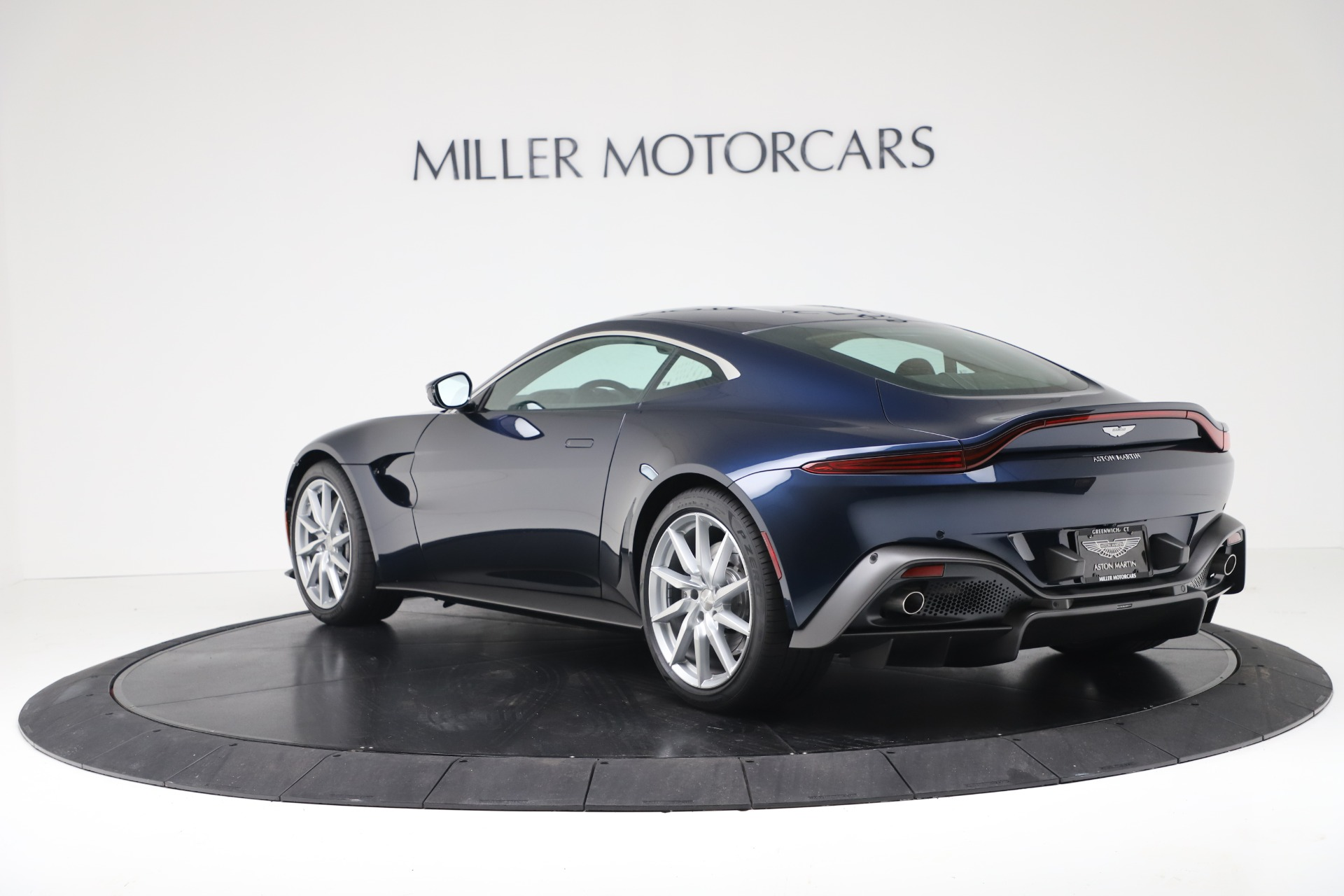 New 2020 Aston Martin Vantage V8 For Sale In Greenwich, CT. Alfa Romeo of Greenwich, A1392 3369_p3
