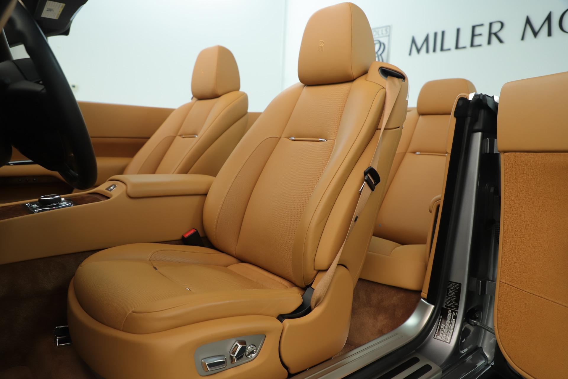 Used 2016 Rolls-Royce Dawn  For Sale In Greenwich, CT. Alfa Romeo of Greenwich, 7607 3373_p16