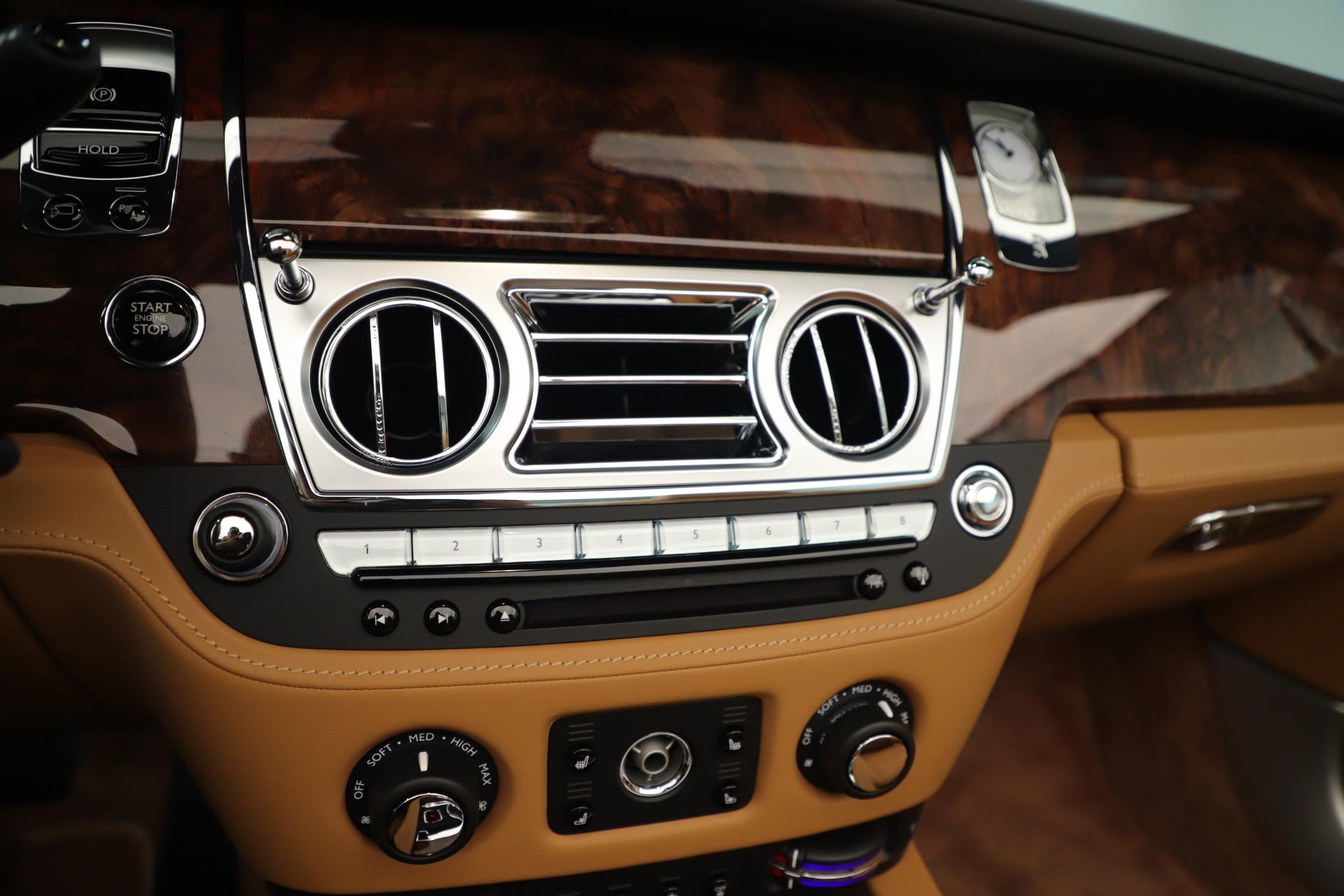 Used 2016 Rolls-Royce Dawn  For Sale In Greenwich, CT. Alfa Romeo of Greenwich, 7607 3373_p25