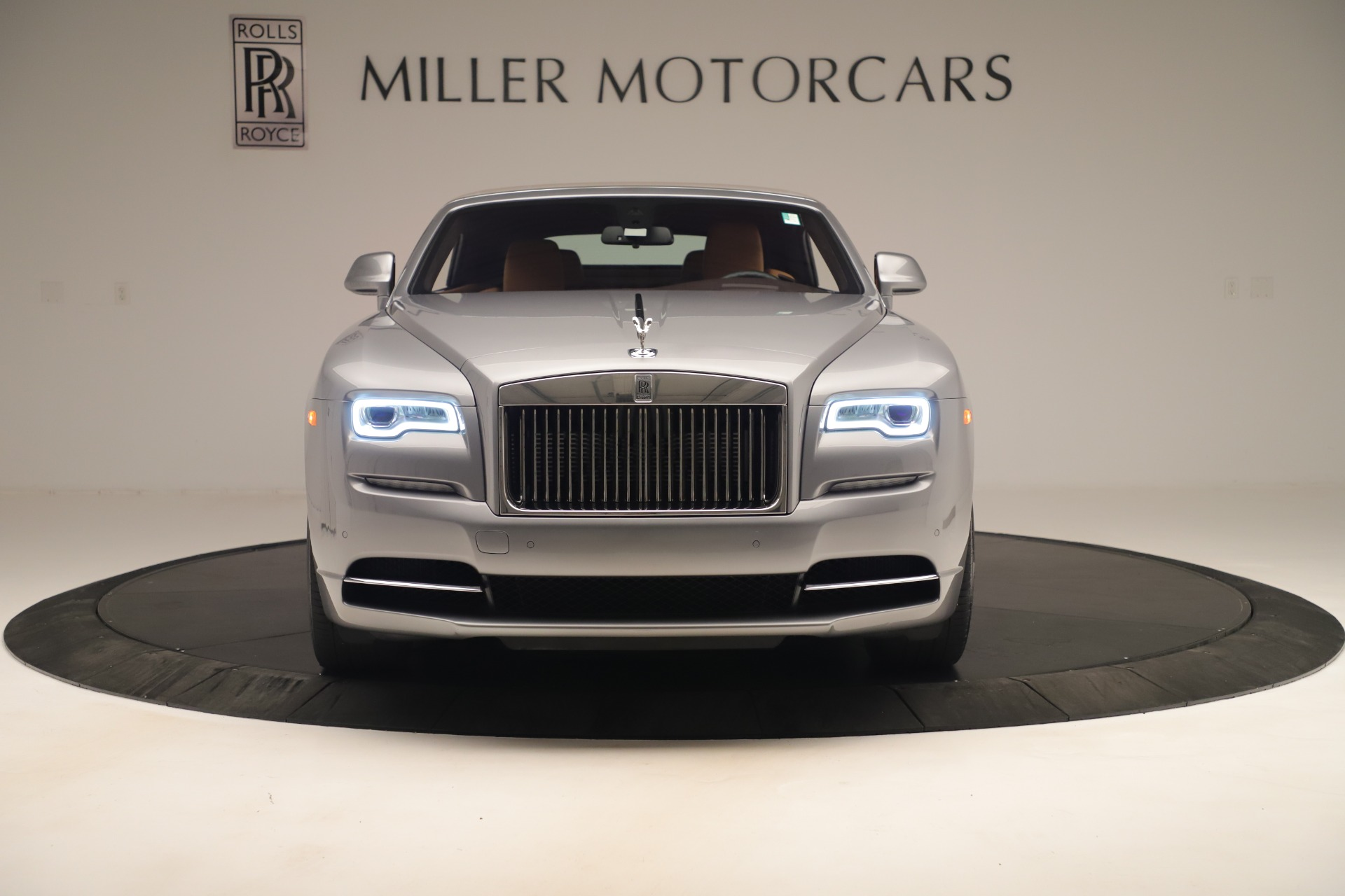 Used 2016 Rolls-Royce Dawn  For Sale In Greenwich, CT. Alfa Romeo of Greenwich, 7607 3373_p2