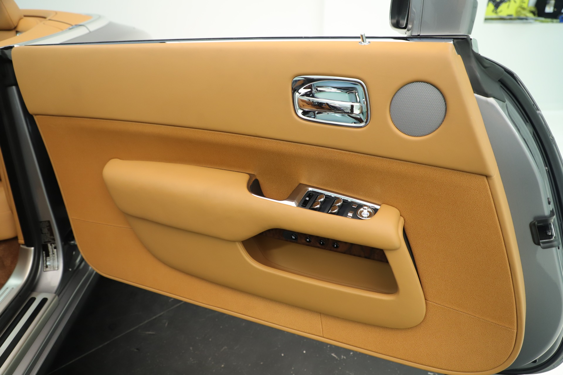 Used 2016 Rolls-Royce Dawn  For Sale In Greenwich, CT. Alfa Romeo of Greenwich, 7607 3373_p37