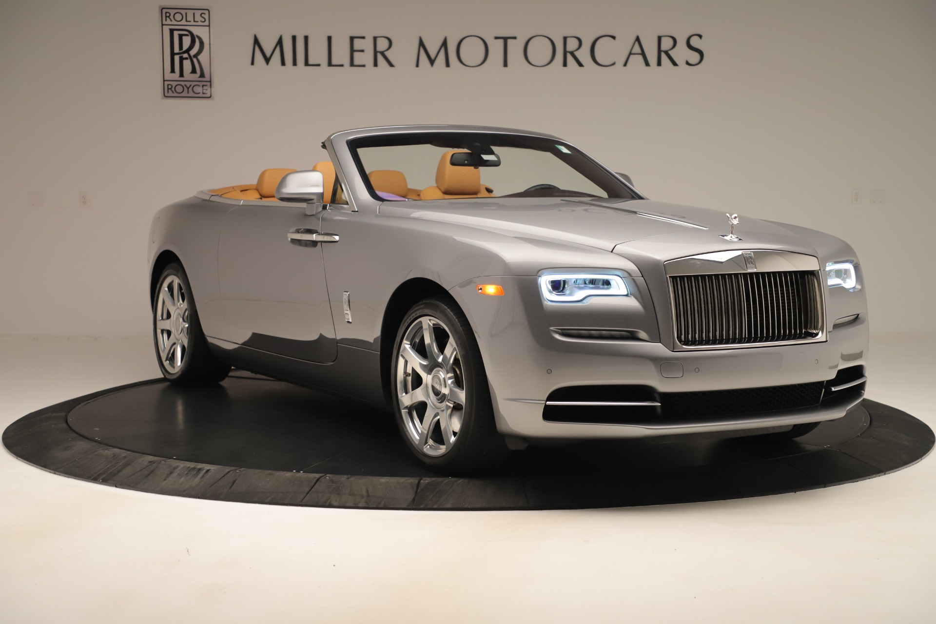 Used 2016 Rolls-Royce Dawn  For Sale In Greenwich, CT. Alfa Romeo of Greenwich, 7607 3373_p8