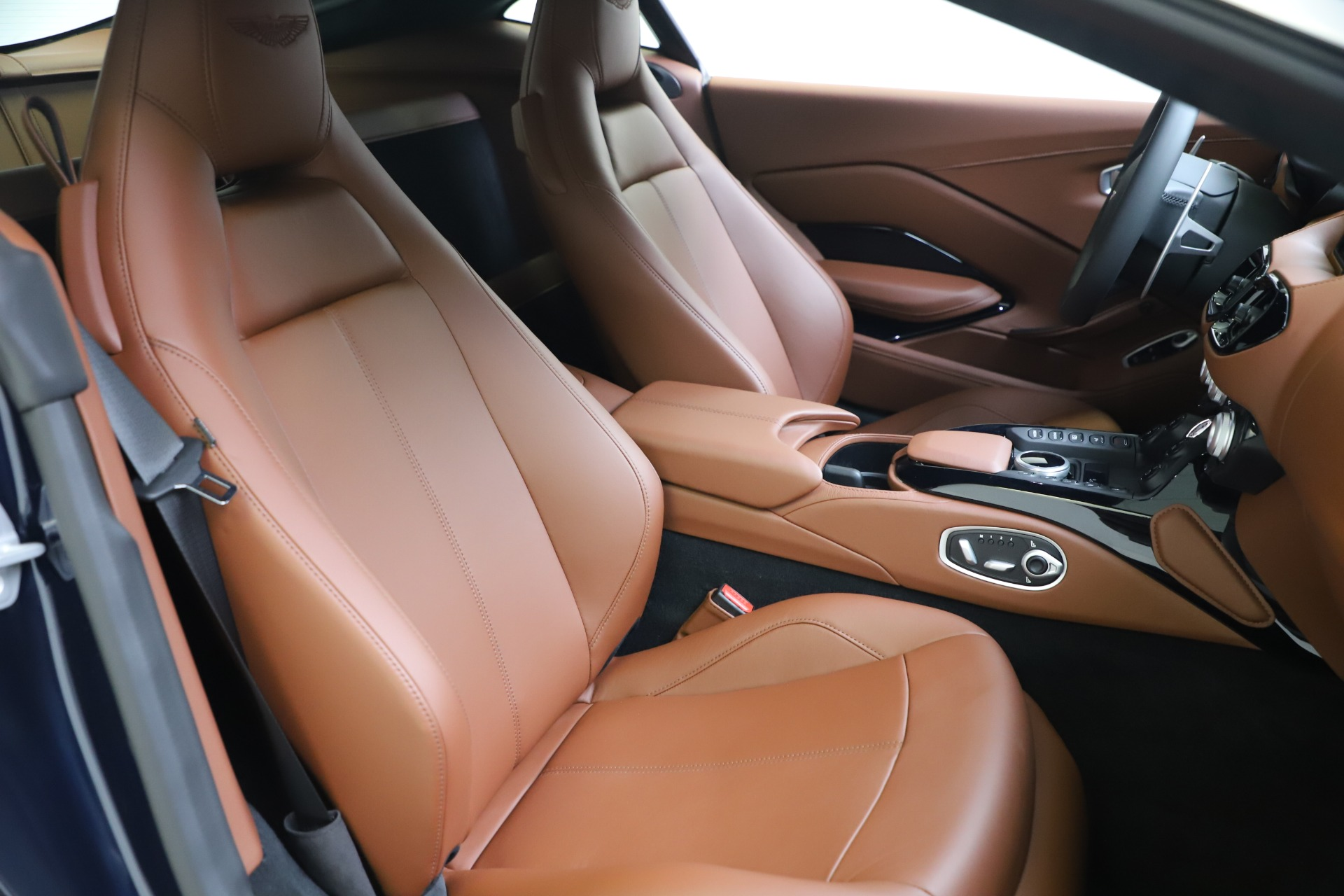 New 2020 Aston Martin Vantage Coupe For Sale In Greenwich, CT. Alfa Romeo of Greenwich, A1393 3378_p18