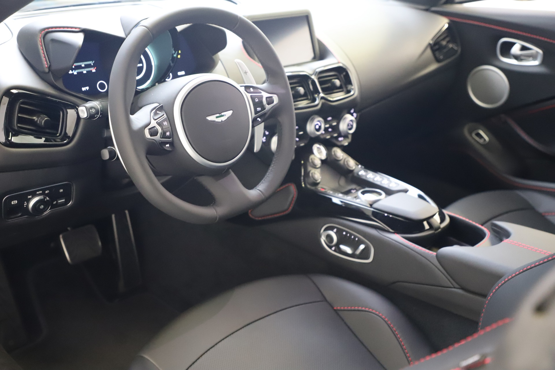 New 2020 Aston Martin Vantage Coupe For Sale In Greenwich, CT. Alfa Romeo of Greenwich, A1396 3384_p11
