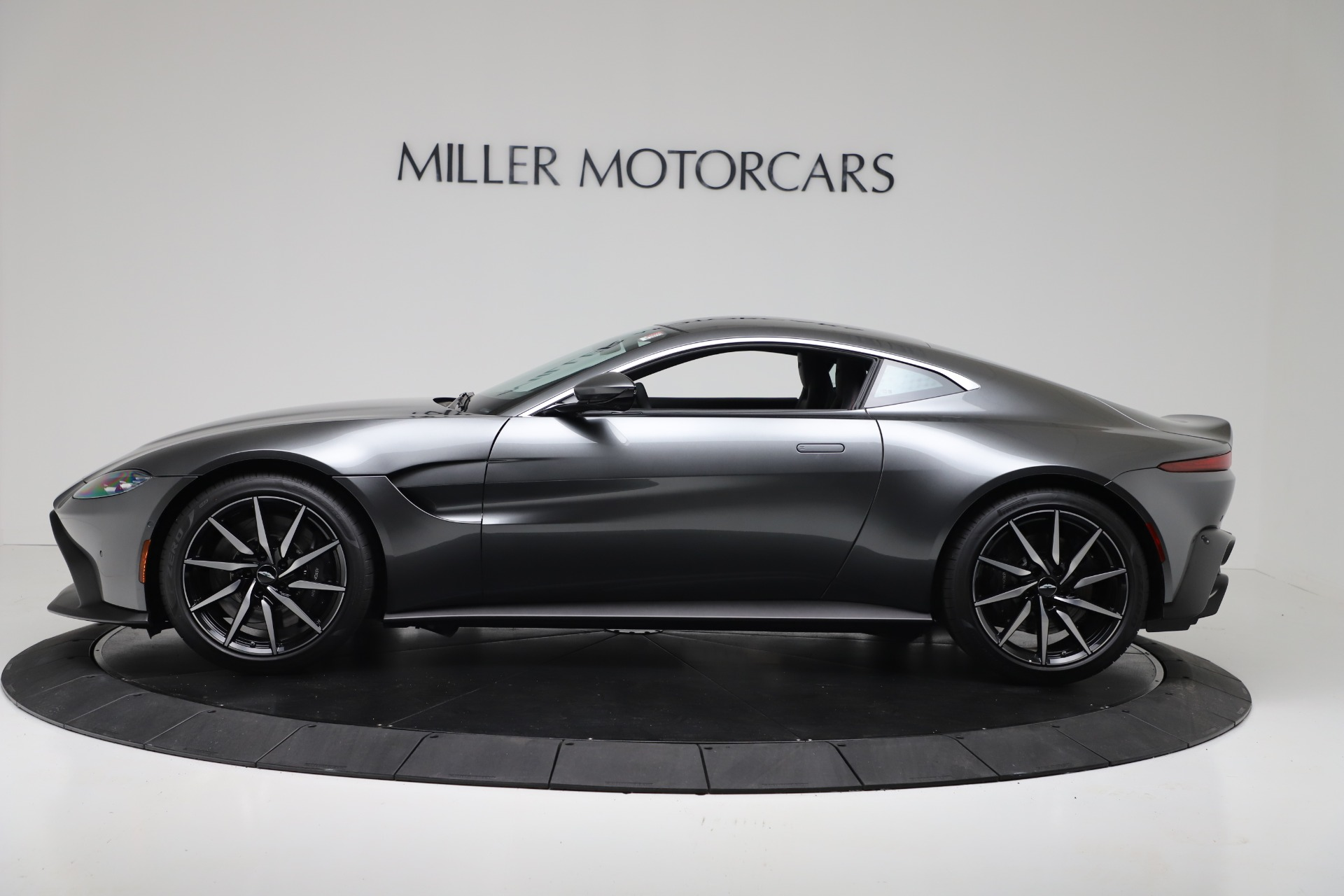 New 2020 Aston Martin Vantage Coupe For Sale In Greenwich, CT. Alfa Romeo of Greenwich, A1396 3384_p2