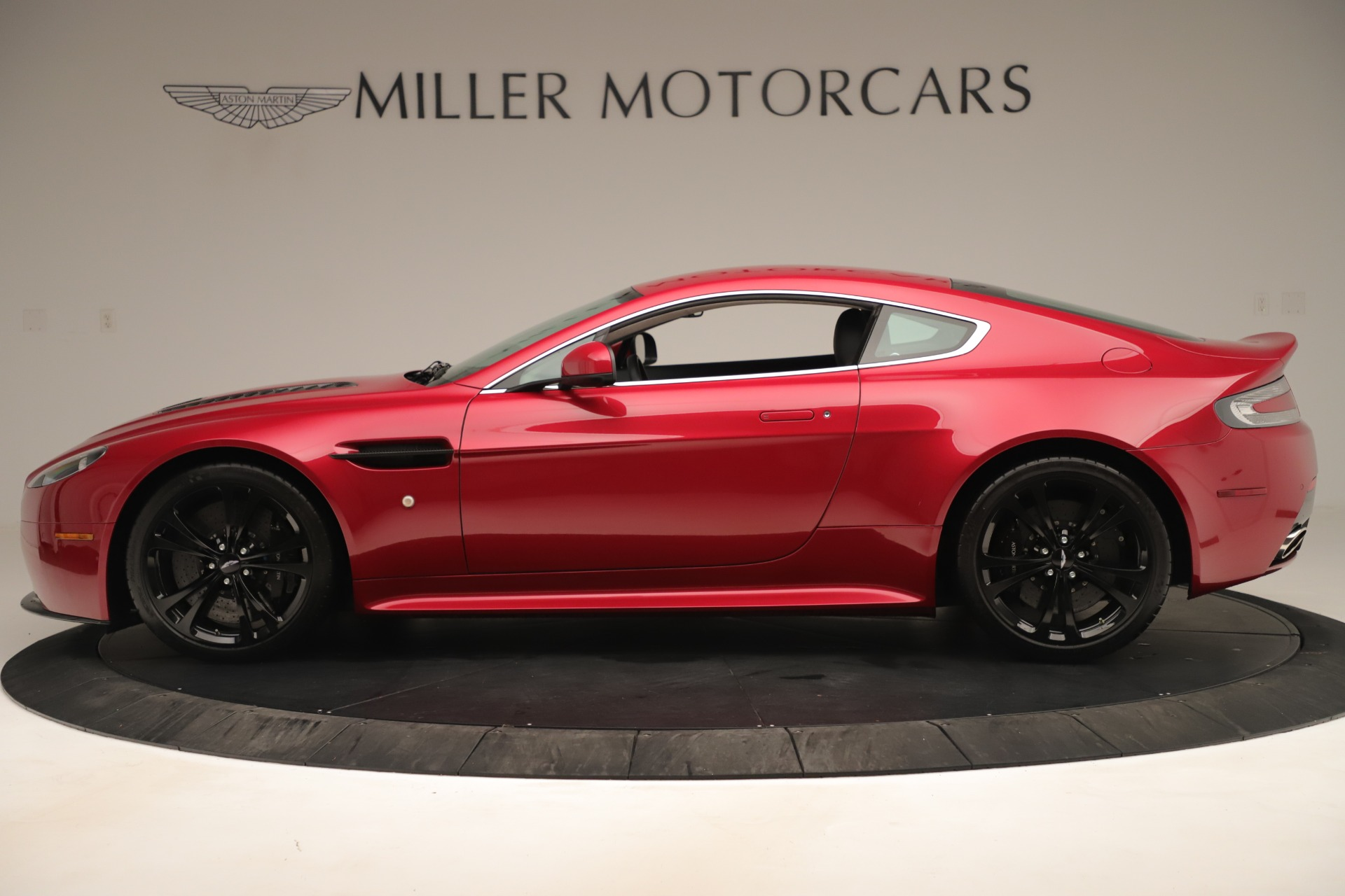 Used 2011 Aston Martin V12 Vantage Coupe For Sale In Greenwich, CT. Alfa Romeo of Greenwich, VANTAGEV12 3395_p3