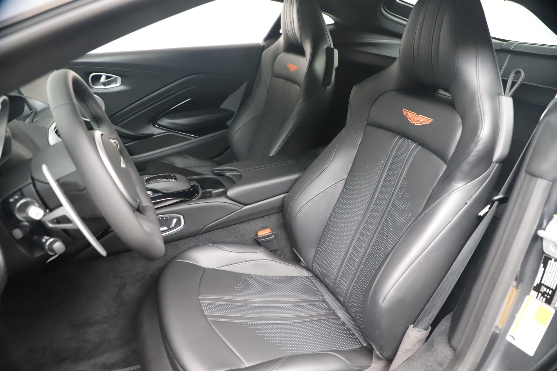 New 2020 Aston Martin Vantage V8 For Sale In Greenwich, CT. Alfa Romeo of Greenwich, A1399 3408_p15