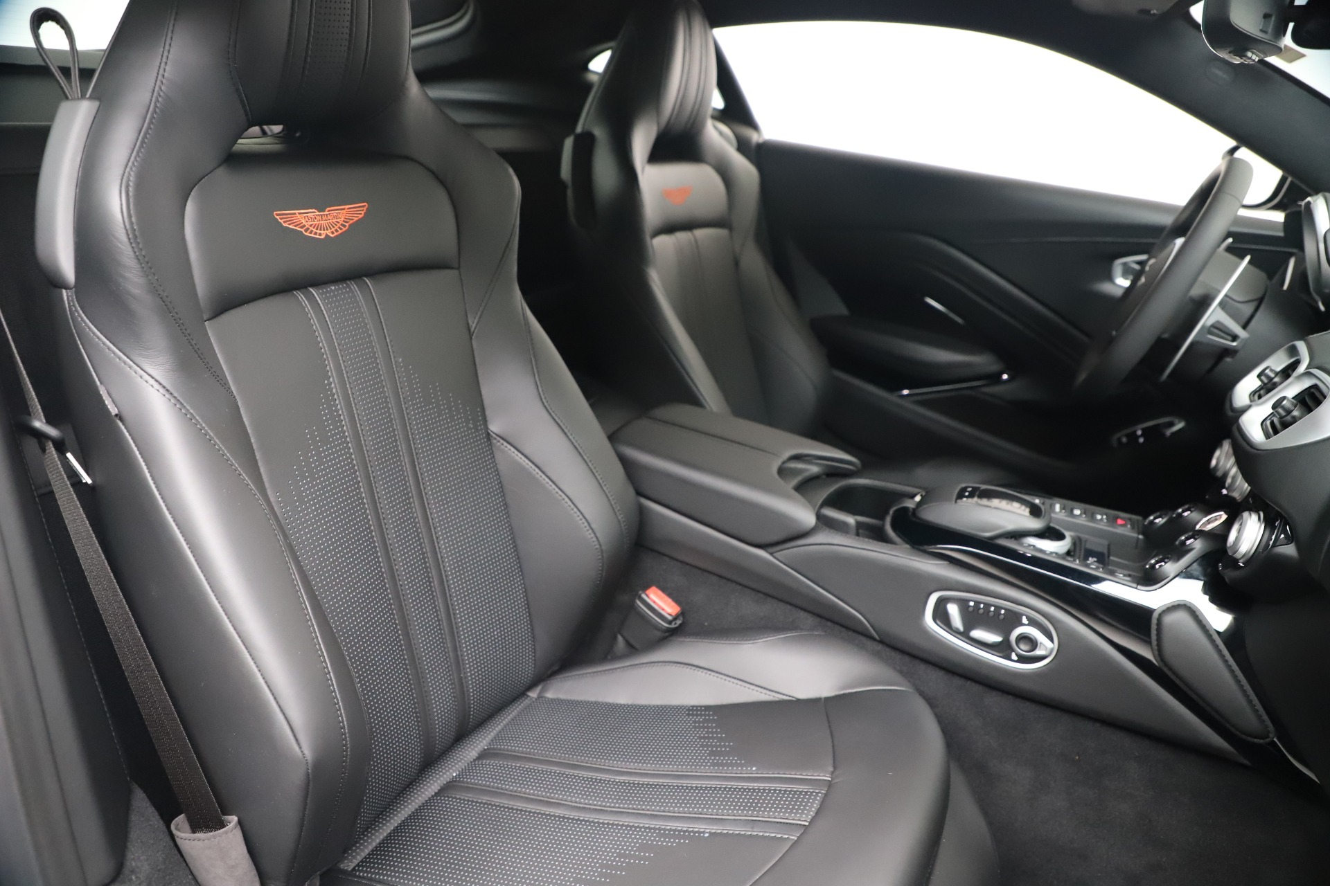 New 2020 Aston Martin Vantage V8 For Sale In Greenwich, CT. Alfa Romeo of Greenwich, A1399 3408_p19