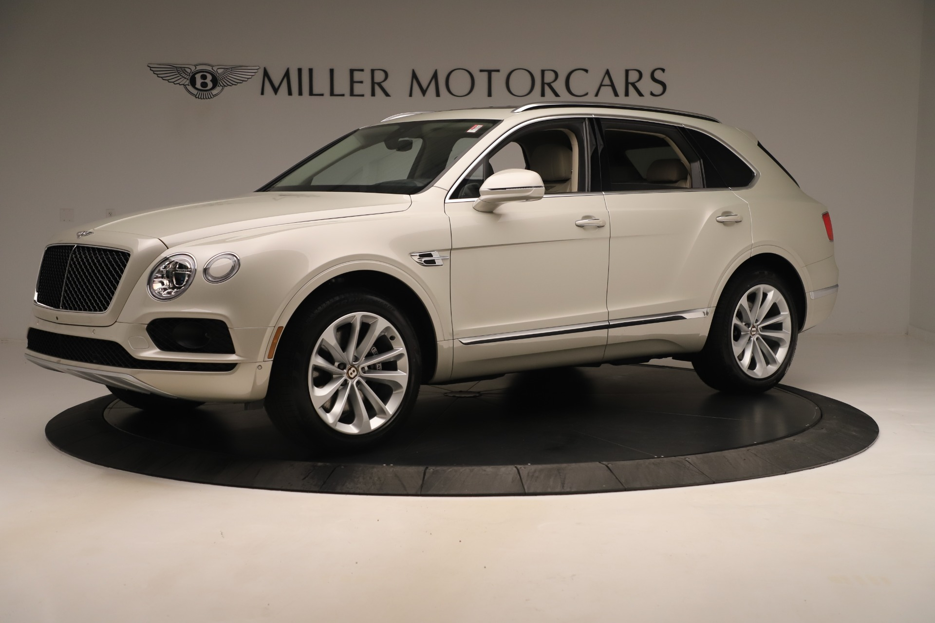 New 2020 Bentley Bentayga V8 For Sale In Greenwich, CT. Alfa Romeo of Greenwich, B1422 3419_p2