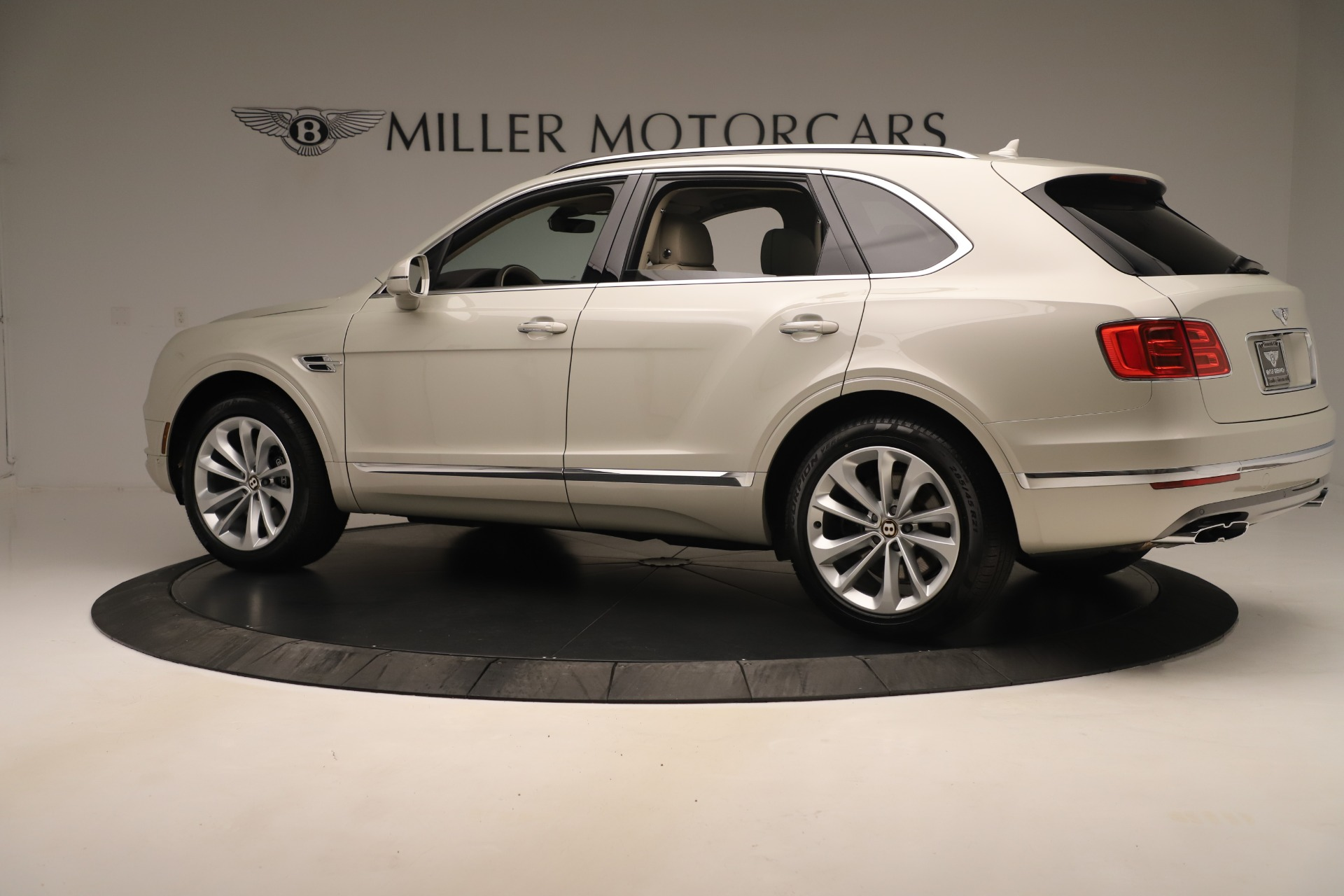 New 2020 Bentley Bentayga V8 For Sale In Greenwich, CT. Alfa Romeo of Greenwich, B1422 3419_p4