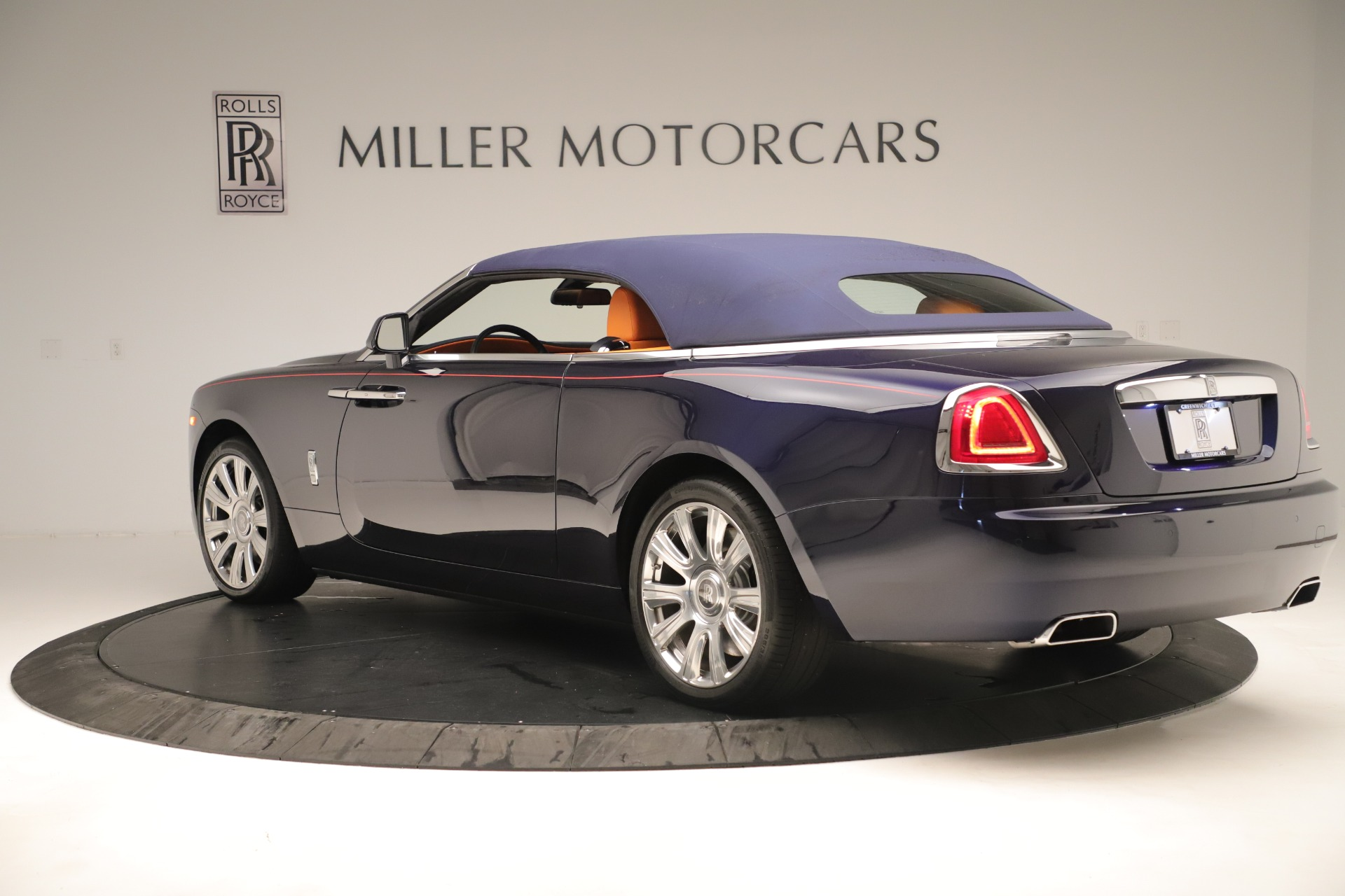 Used 2016 Rolls-Royce Dawn  For Sale In Greenwich, CT. Alfa Romeo of Greenwich, 7632 3430_p11