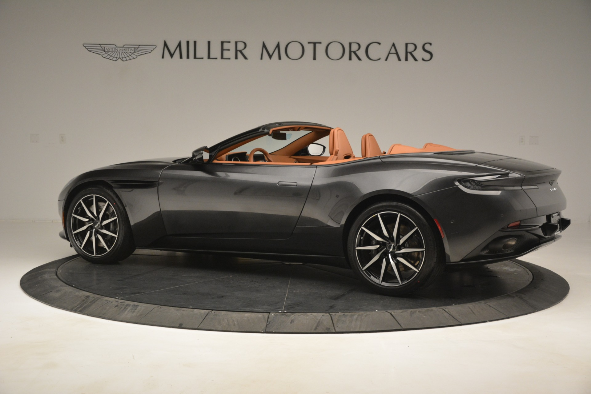 Used 2019 Aston Martin DB11 V8 Volante For Sale In Greenwich, CT. Alfa Romeo of Greenwich, A1346A 3434_p3