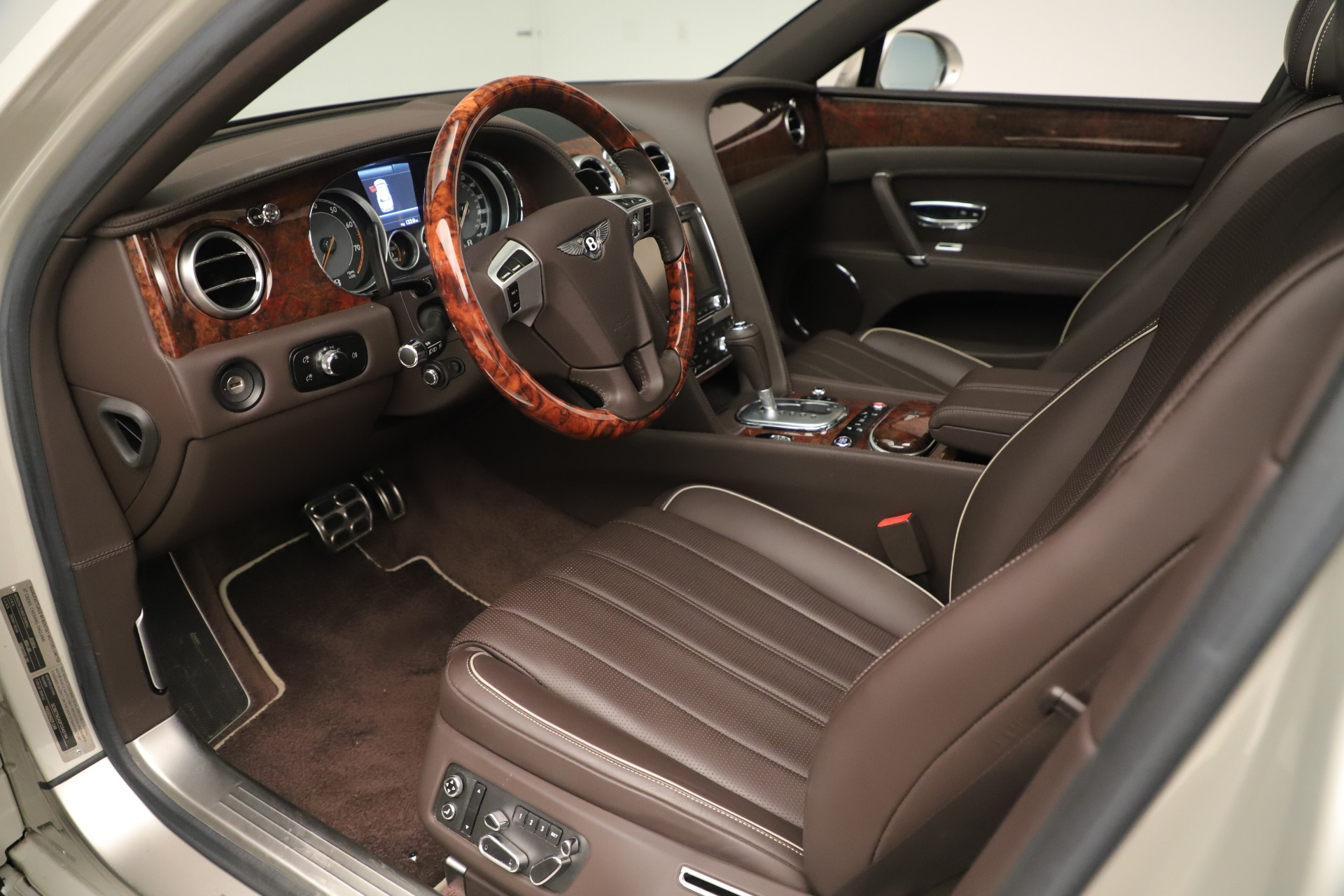 Used 2015 Bentley Flying Spur V8 For Sale In Greenwich, CT. Alfa Romeo of Greenwich, 7640 3444_p16