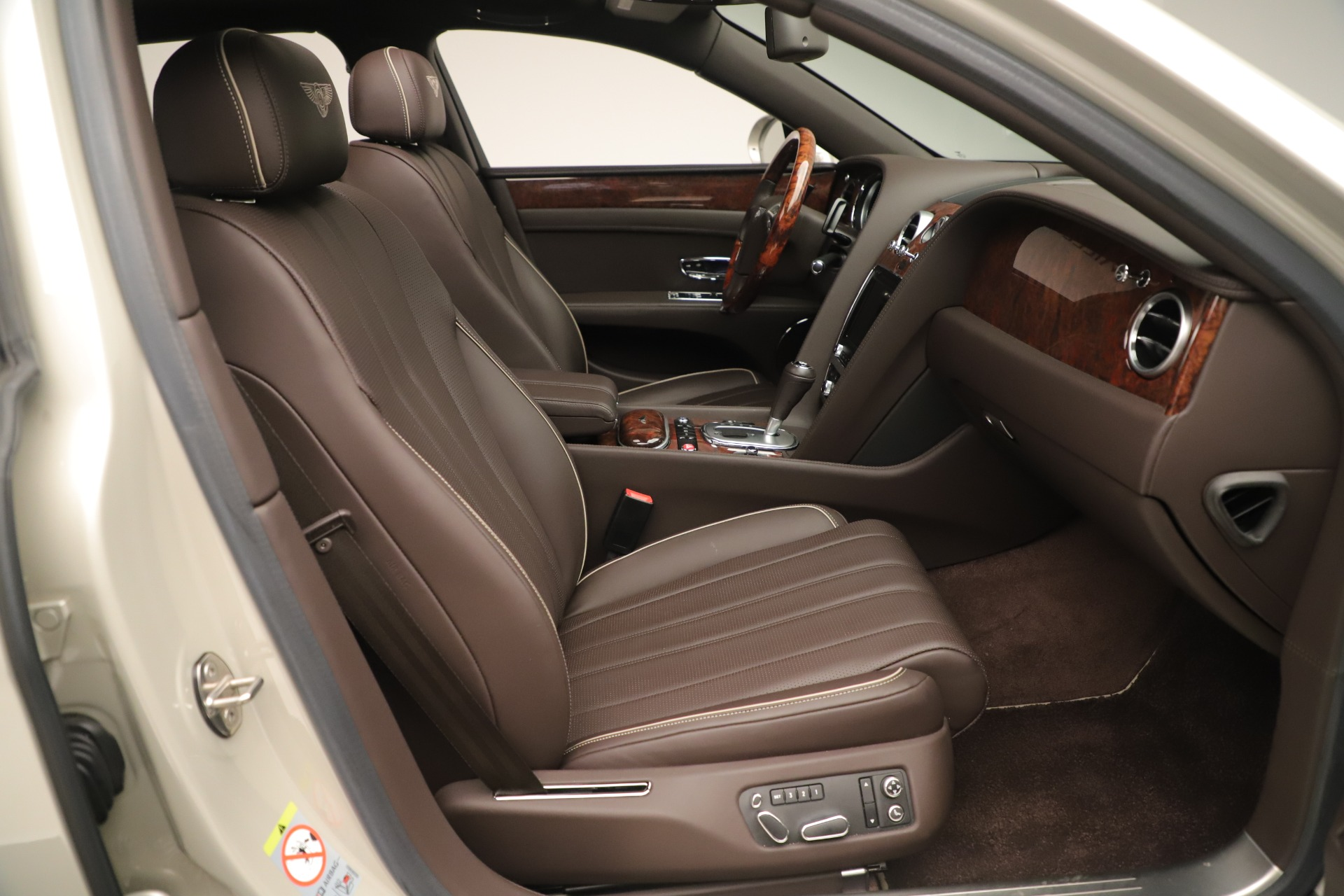 Used 2015 Bentley Flying Spur V8 For Sale In Greenwich, CT. Alfa Romeo of Greenwich, 7640 3444_p25