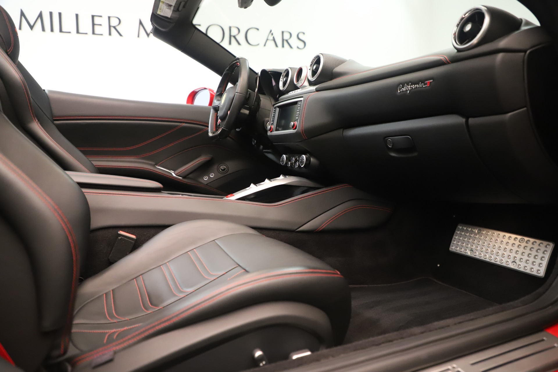 Used 2016 Ferrari California T  For Sale In Greenwich, CT. Alfa Romeo of Greenwich, 4607 3446_p27