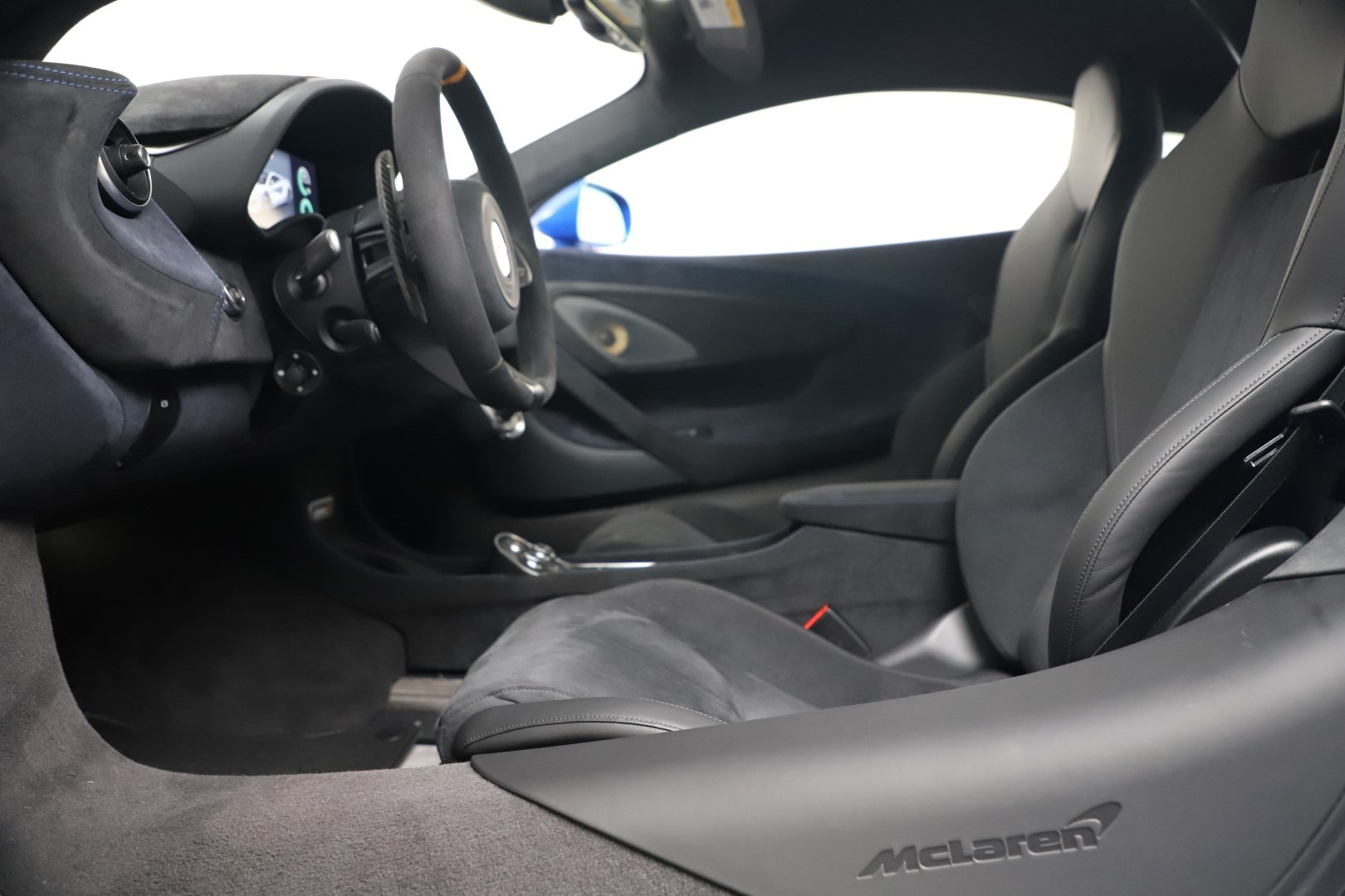 New 2019 McLaren 600LT Coupe For Sale In Greenwich, CT. Alfa Romeo of Greenwich, MC464 3452_p18