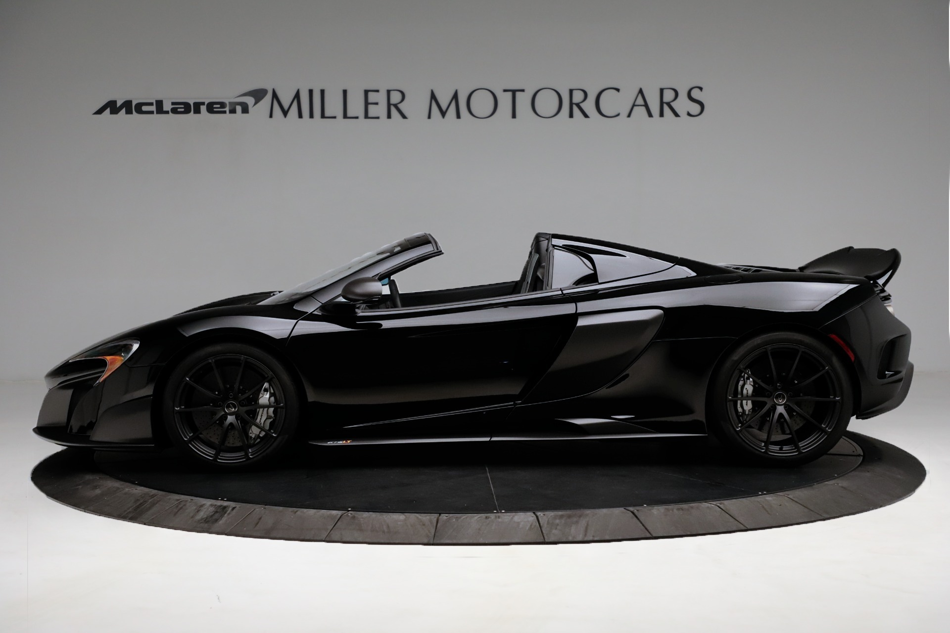Used 2016 McLaren 675LT Convertible For Sale In Greenwich, CT. Alfa Romeo of Greenwich, 3175 3455_p3