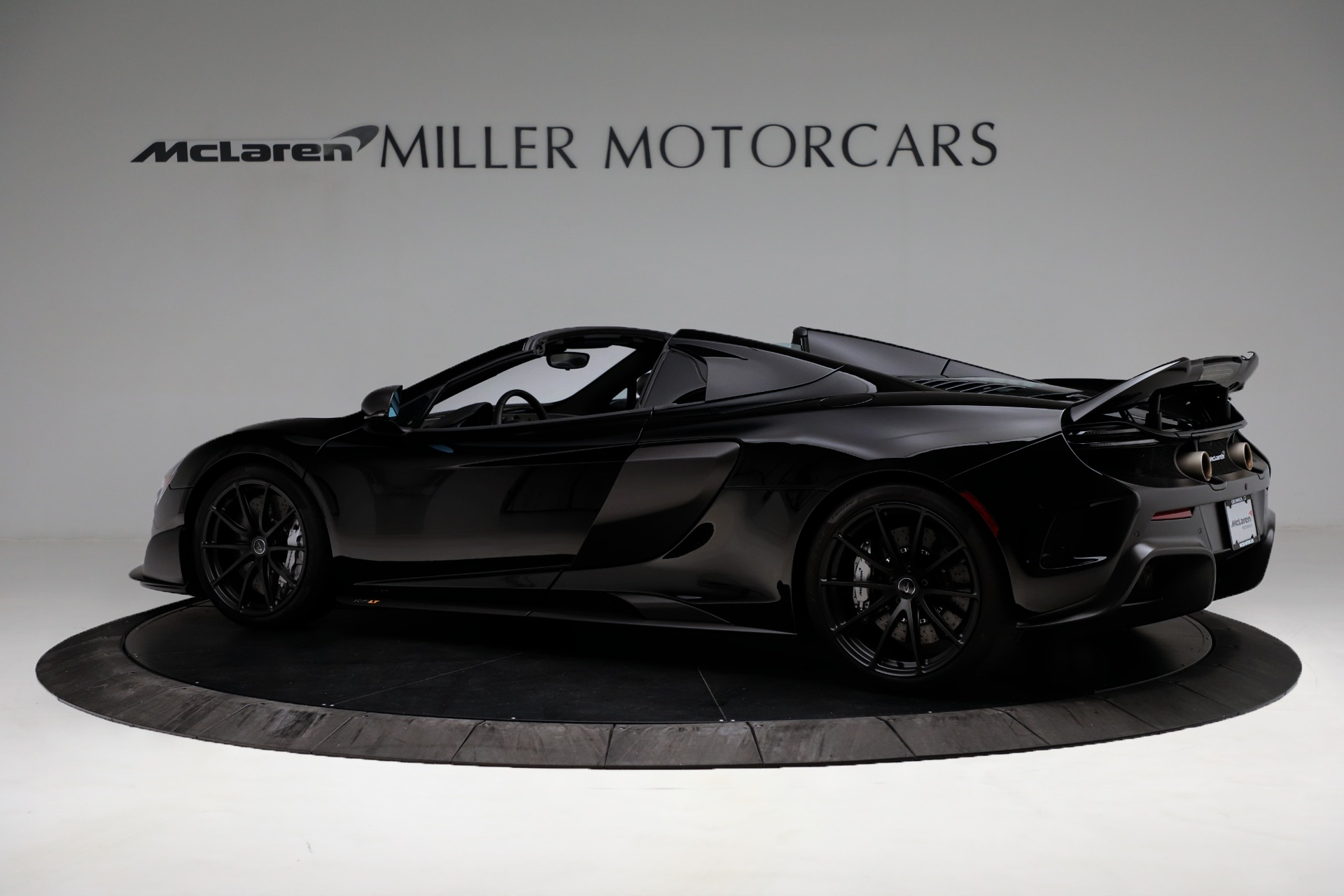 Used 2016 McLaren 675LT Convertible For Sale In Greenwich, CT. Alfa Romeo of Greenwich, 3175 3455_p4