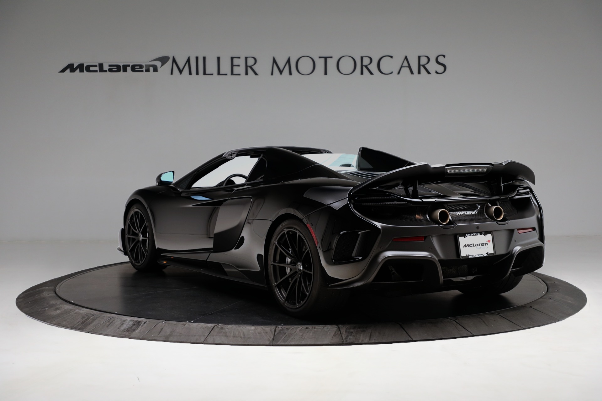 Used 2016 McLaren 675LT Convertible For Sale In Greenwich, CT. Alfa Romeo of Greenwich, 3175 3455_p5