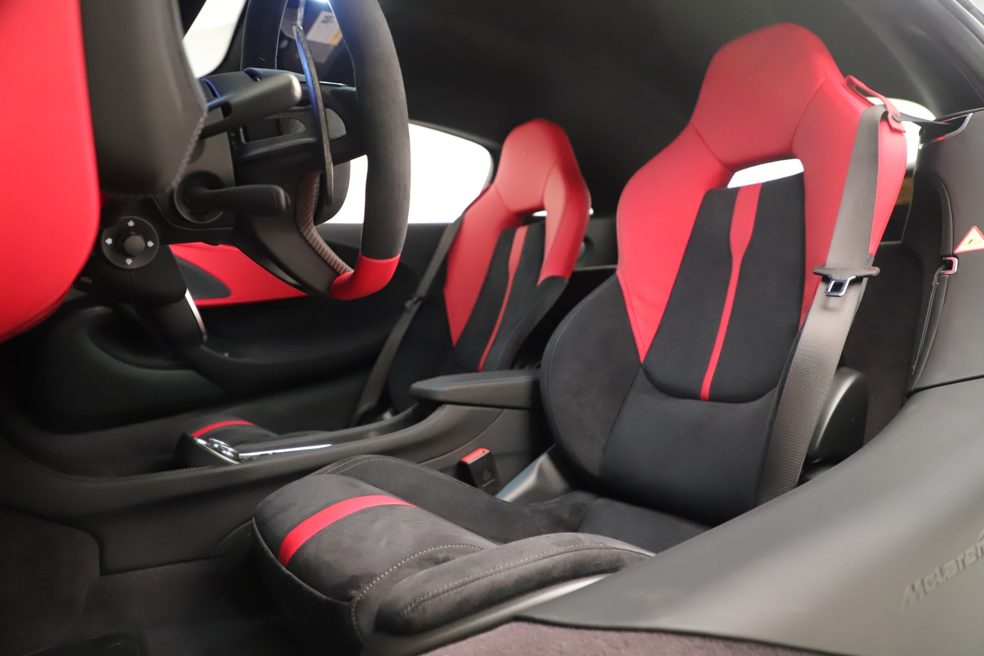 New 2020 McLaren 570S Coupe For Sale In Greenwich, CT. Alfa Romeo of Greenwich, MC469 3463_p18