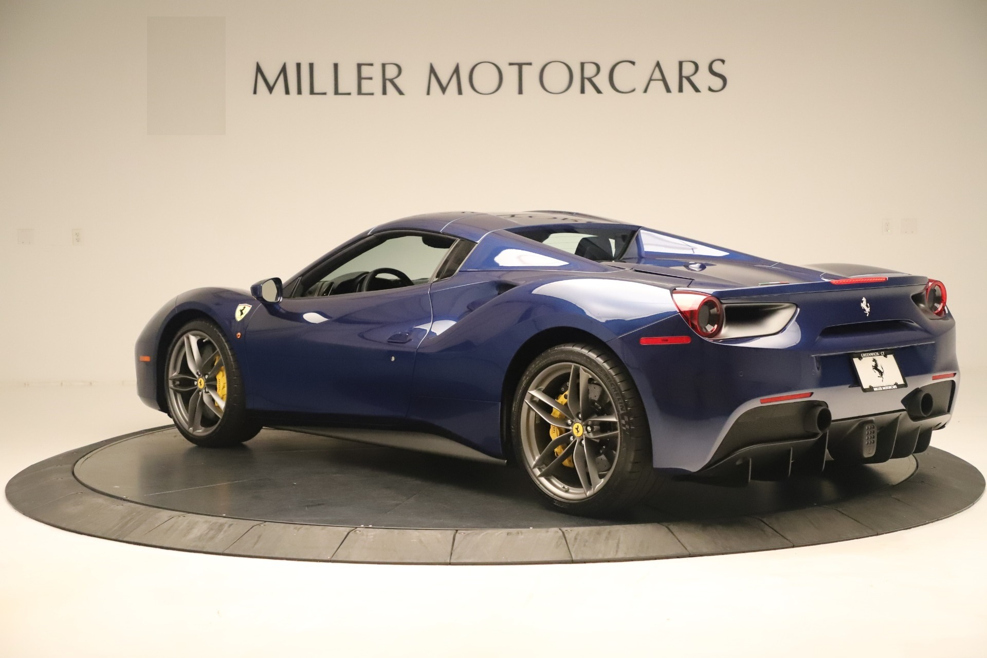 Used 2018 Ferrari 488 Spider  For Sale In Greenwich, CT. Alfa Romeo of Greenwich, F2017A 3465_p15