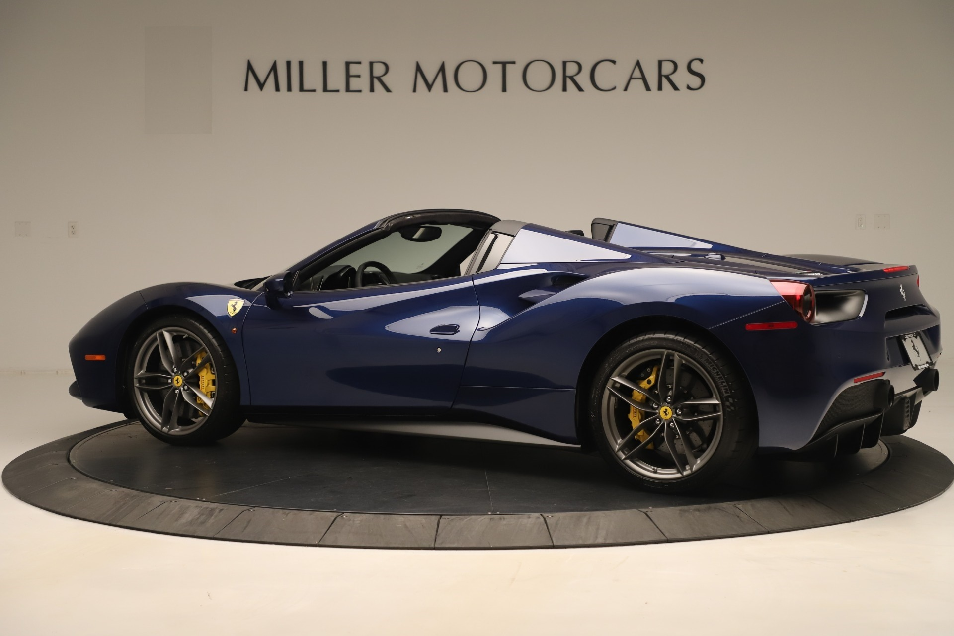 Used 2018 Ferrari 488 Spider  For Sale In Greenwich, CT. Alfa Romeo of Greenwich, F2017A 3465_p4