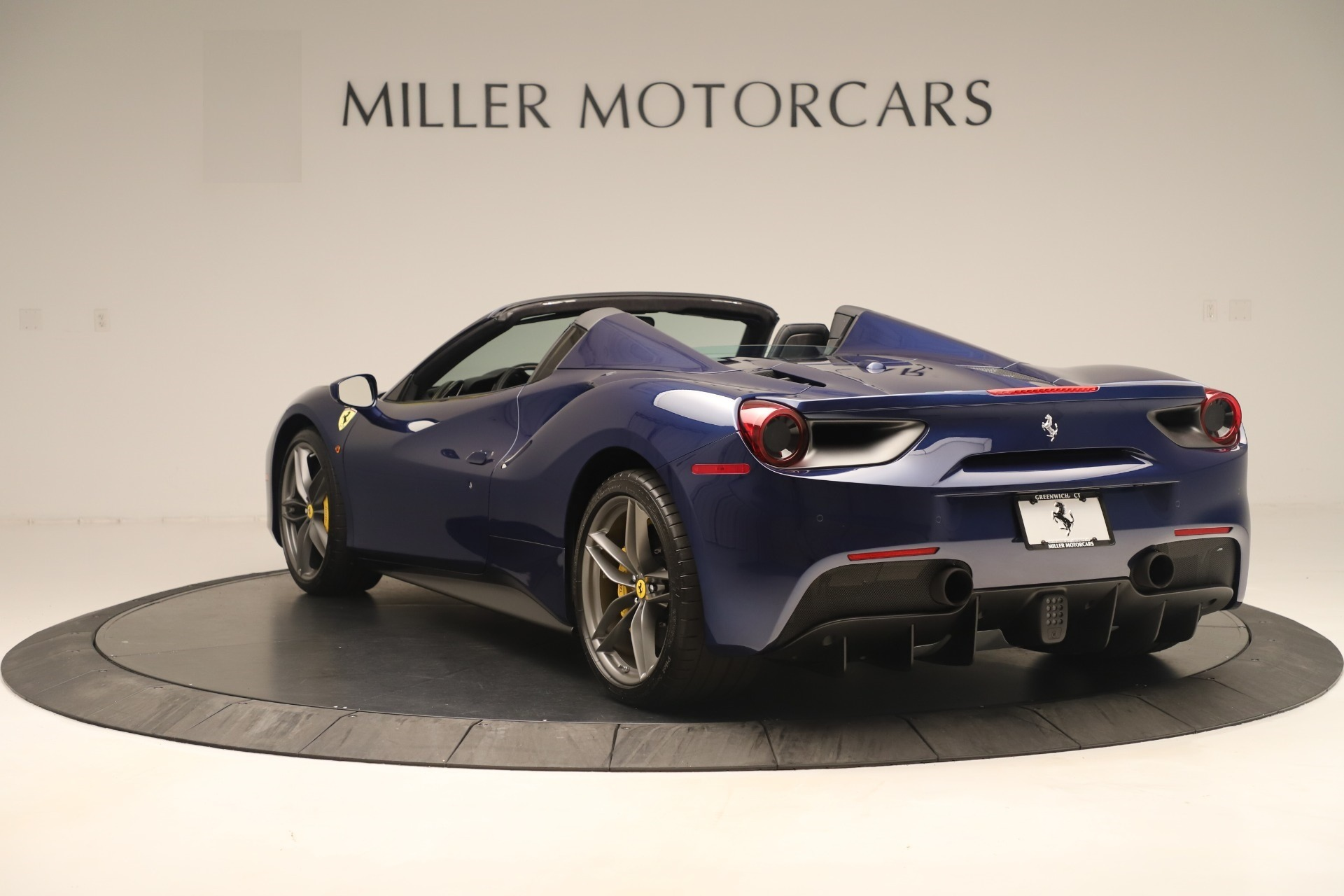 Used 2018 Ferrari 488 Spider  For Sale In Greenwich, CT. Alfa Romeo of Greenwich, F2017A 3465_p5