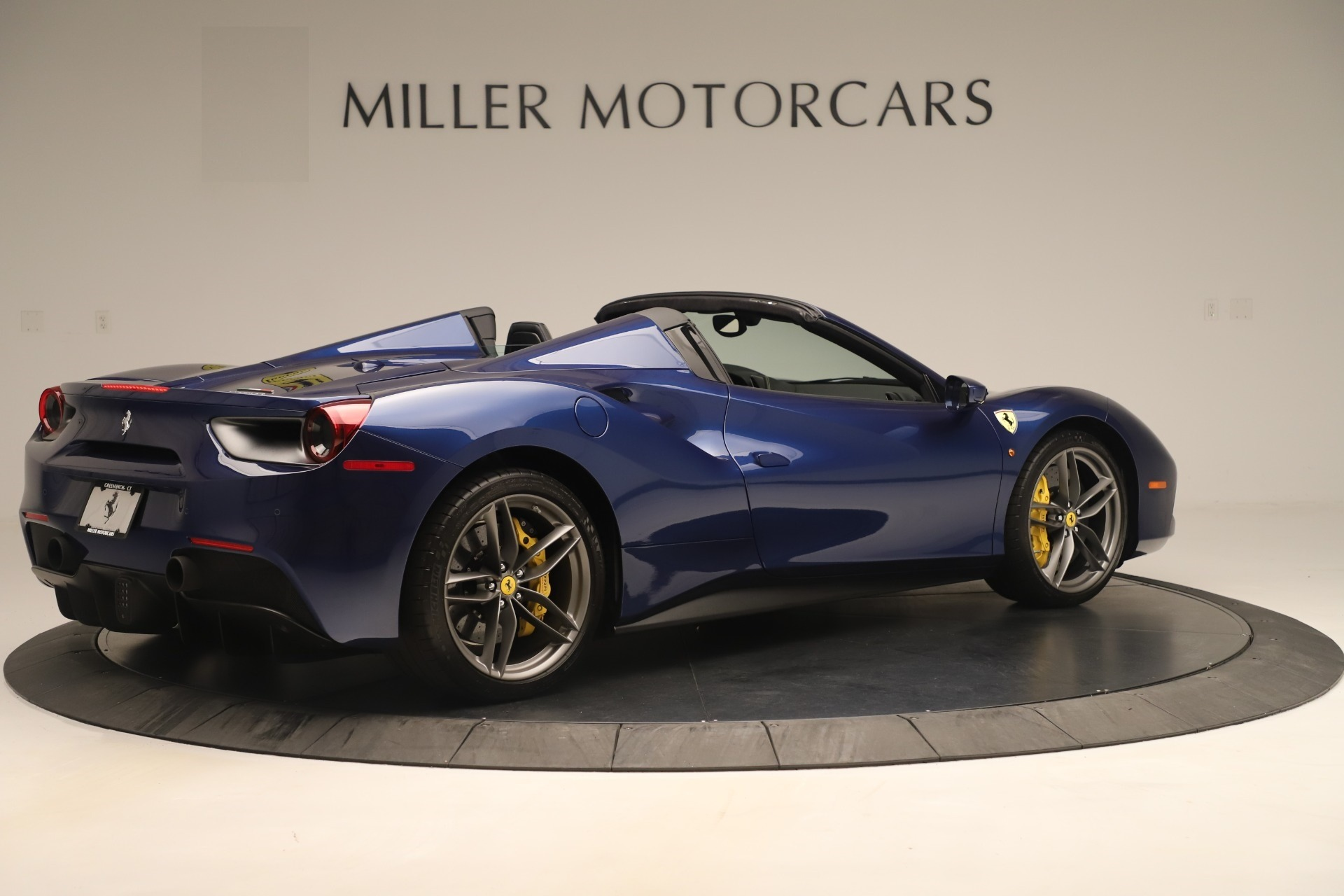 Used 2018 Ferrari 488 Spider  For Sale In Greenwich, CT. Alfa Romeo of Greenwich, F2017A 3465_p8