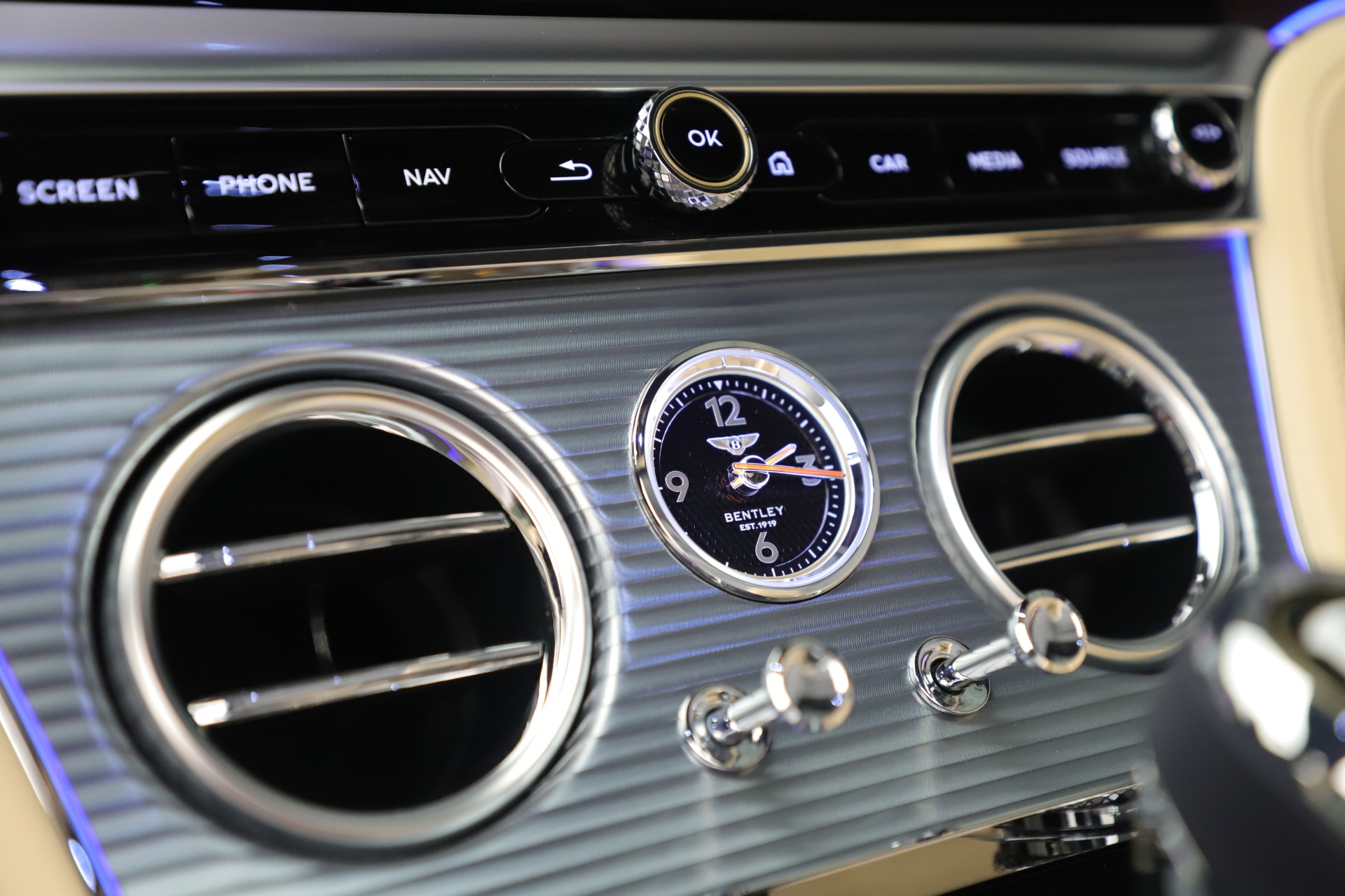 Used 2020 Bentley Continental GTC V8 For Sale In Greenwich, CT. Alfa Romeo of Greenwich, B1432 3472_p28