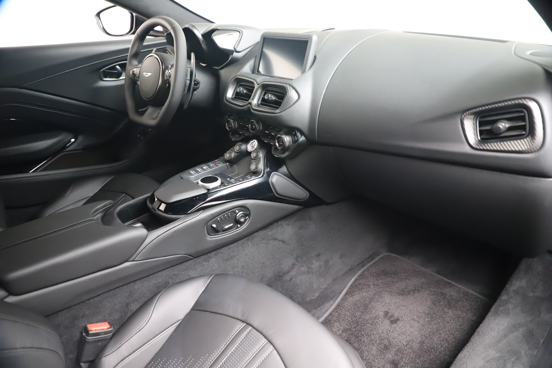 New 2020 Aston Martin Vantage V8 For Sale In Greenwich, CT. Alfa Romeo of Greenwich, A1415 3482_p33