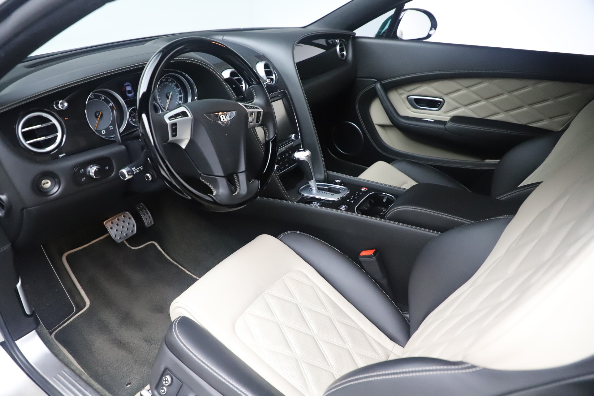 Used 2014 Bentley Continental GT V8 S For Sale In Greenwich, CT. Alfa Romeo of Greenwich, 7680 3541_p17